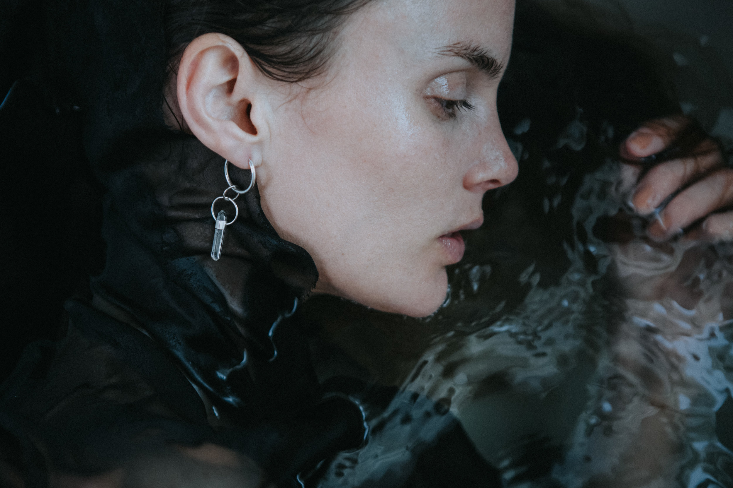 EYESEEi. EXPANSION earring. Clear quartz crystal and Sterling silver. Price: 440 SEK  Photo; Anna Maria Liljestrand