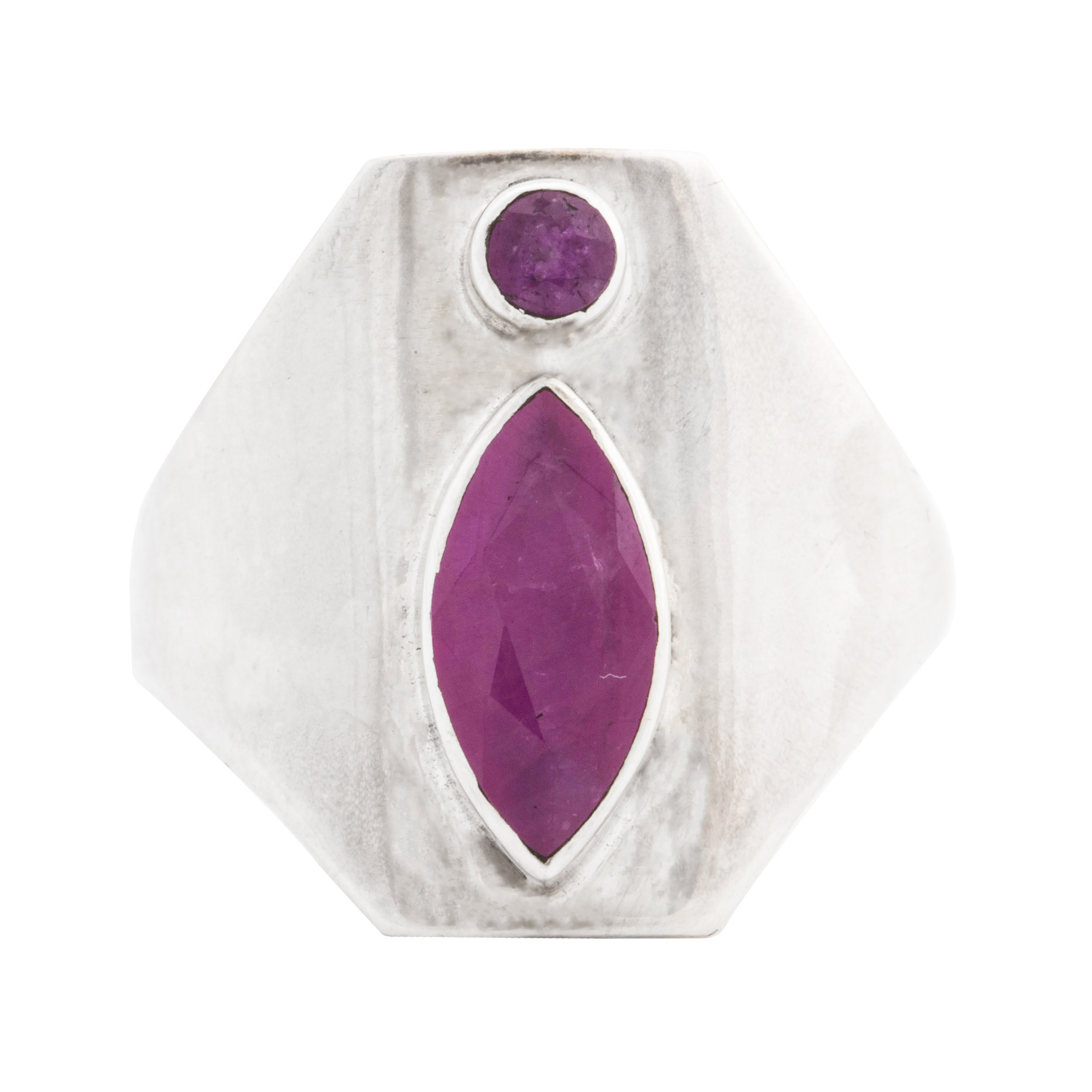 EYESEEi. YONi RING in recycled Sterling silver and 2 pink ruby semi-precious stones.  Price: 1800 sek. Photo: Naomi Pongolini