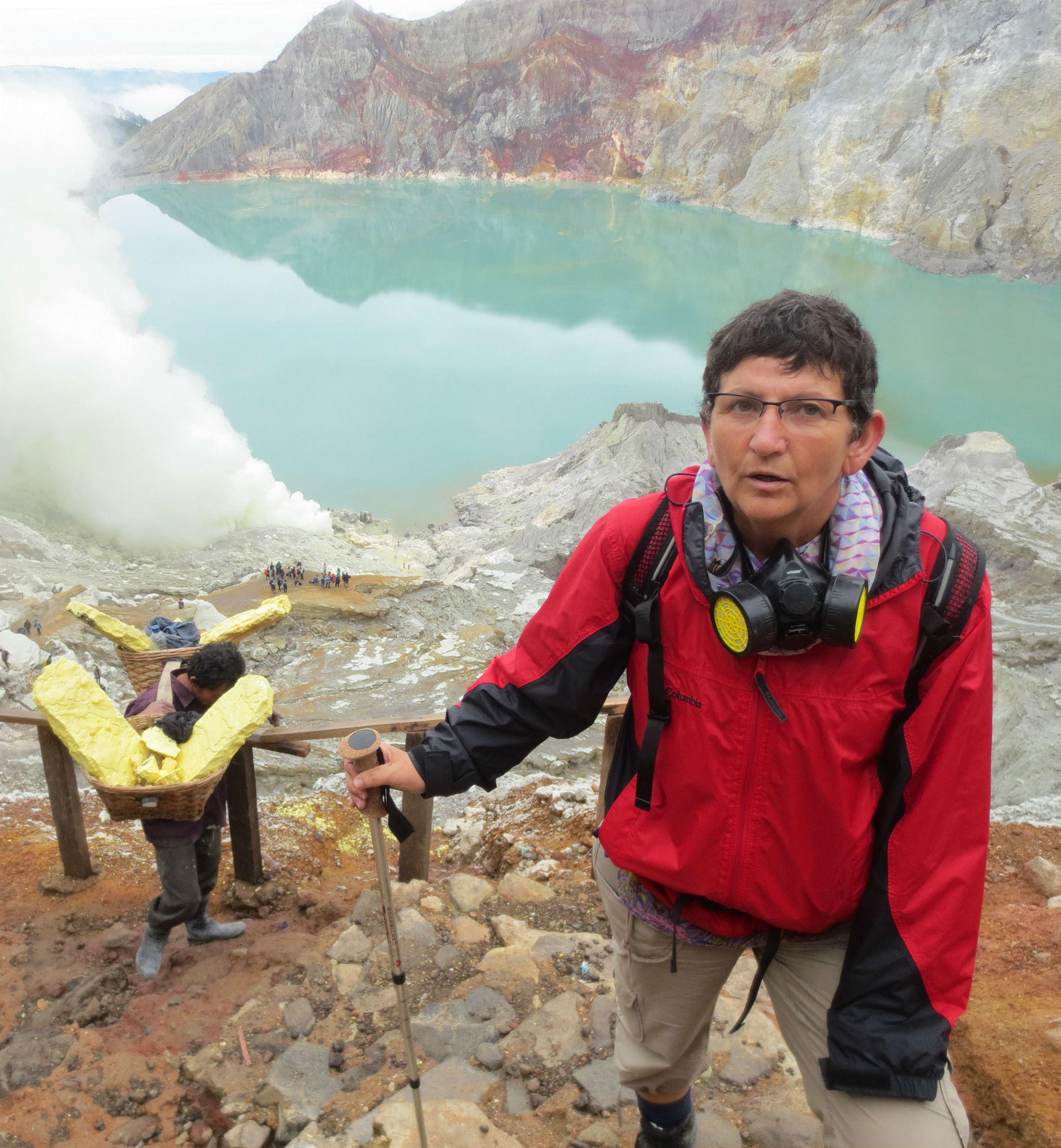 Ascending the Ijen crater
