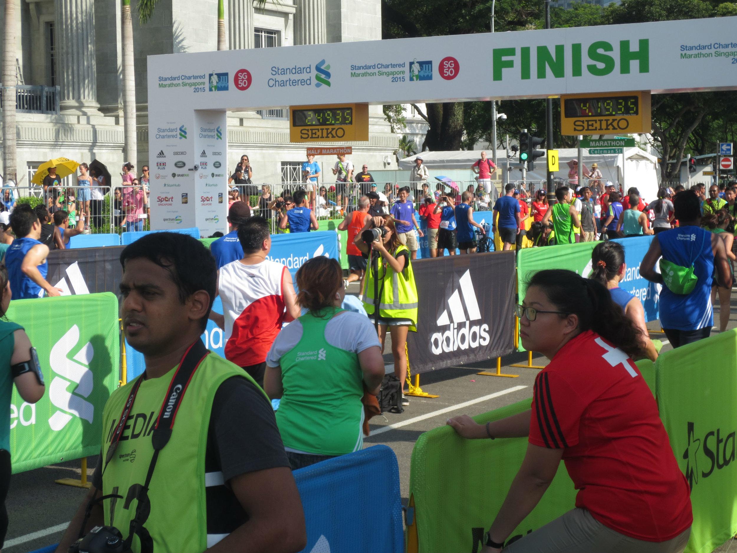 2015 Singapore half marathon finish