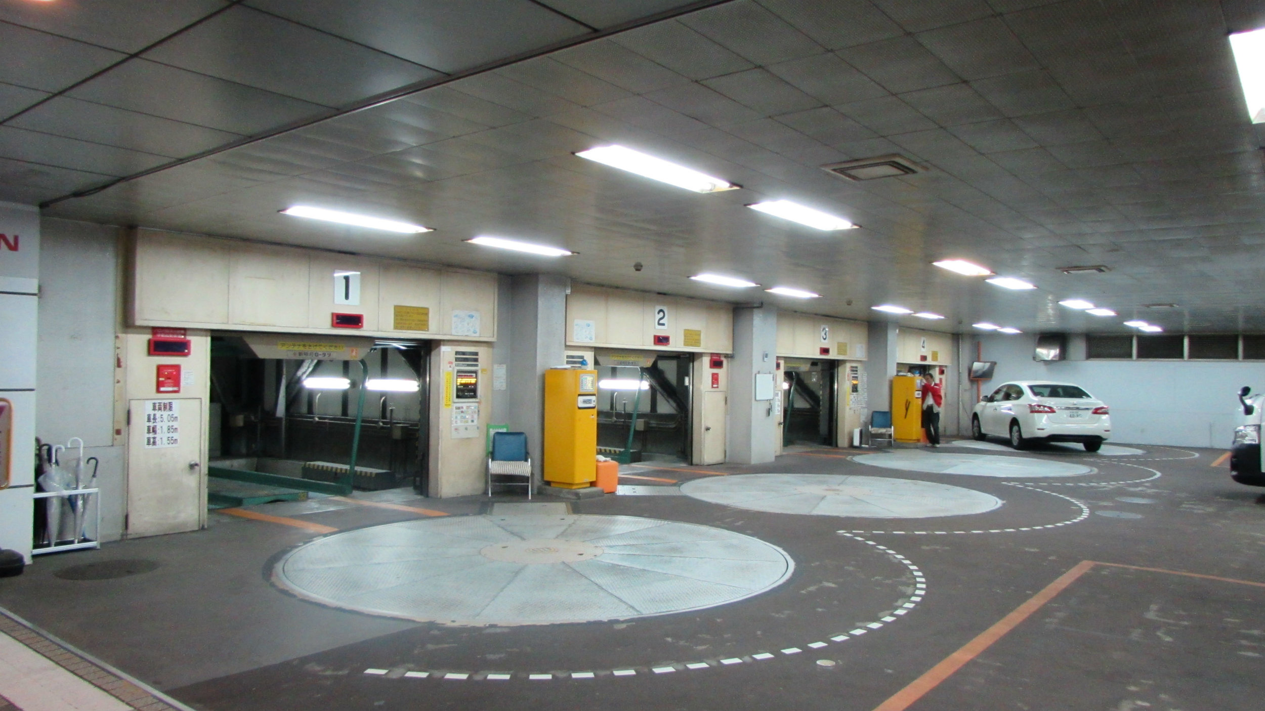 Revolving turning platforms and elevators to drive cars into a parking house