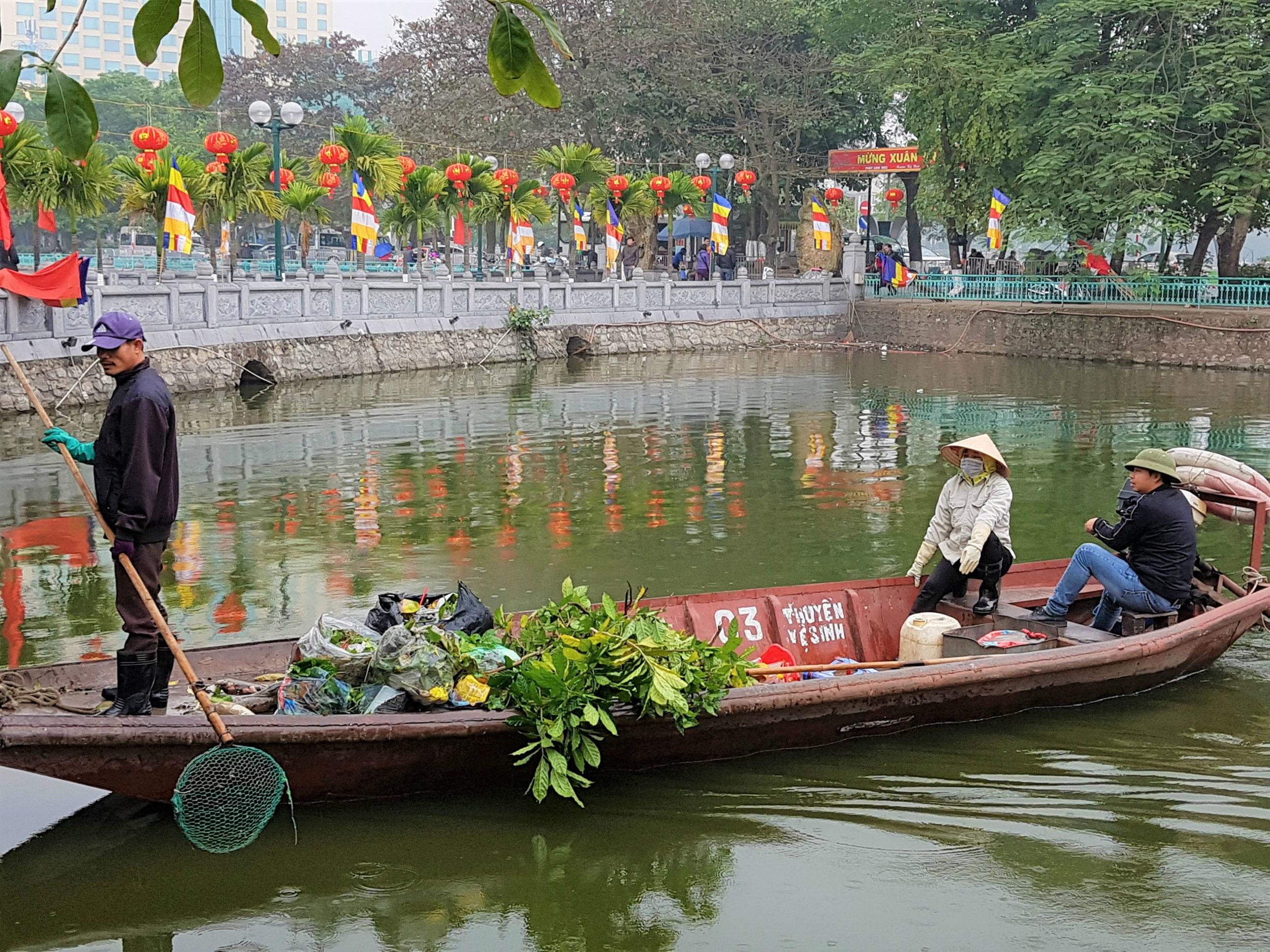 Sampan next to Tran Quoc Pagoda in West Lake