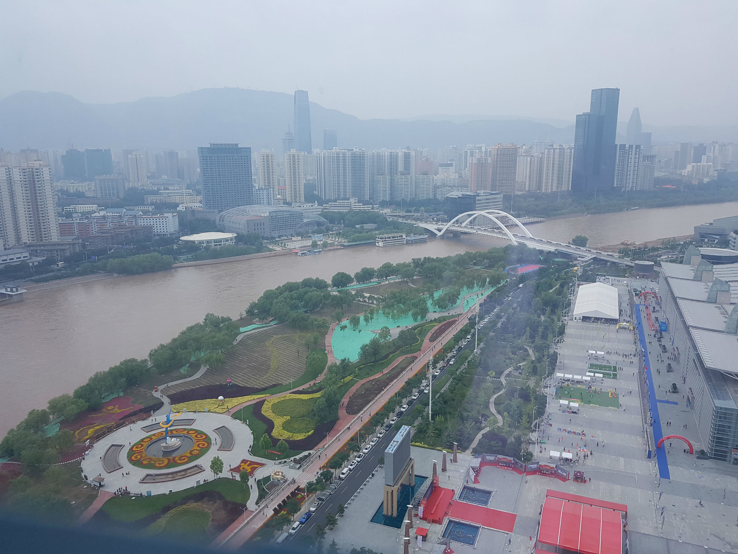 Birds-eye view on Yellow River from our hotel room