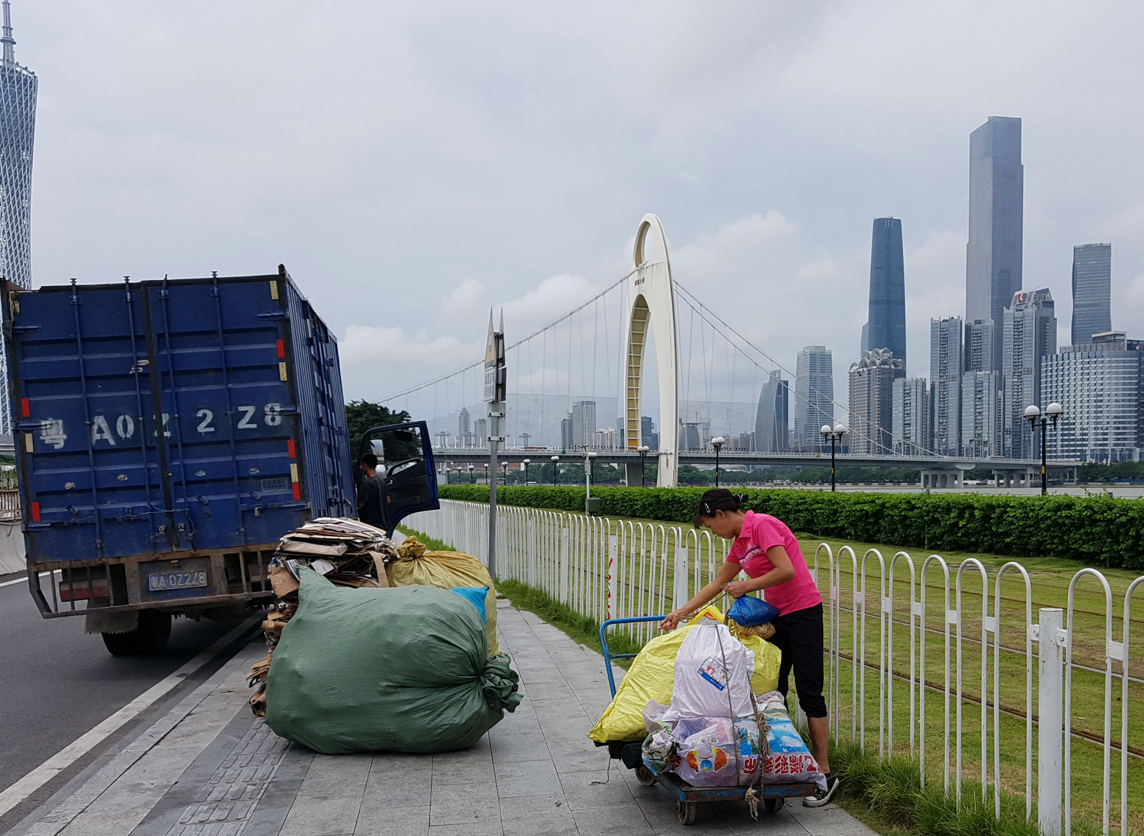 People recycling trash to make a living in Guangzhou