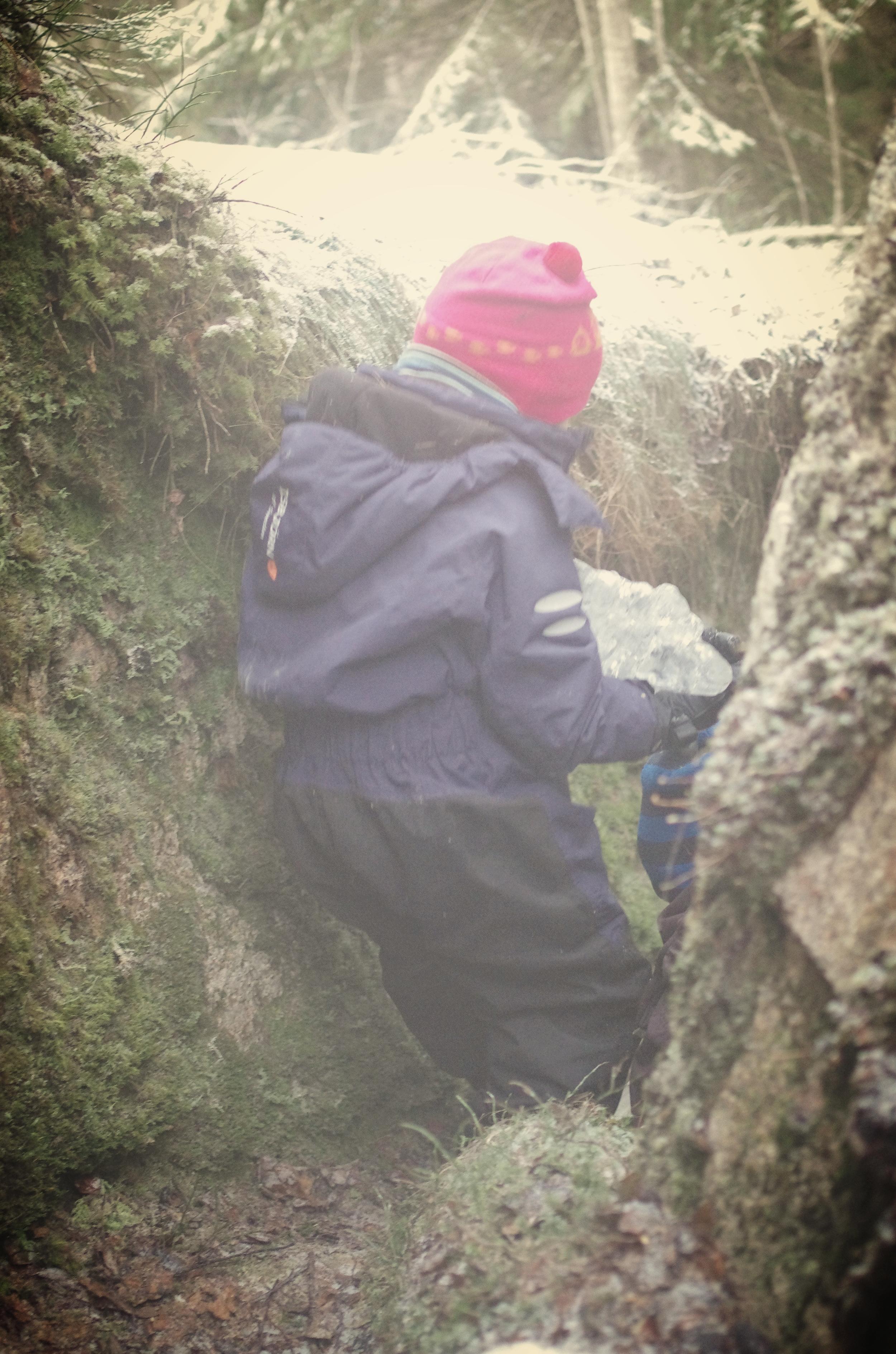 Spennende rom å utforske blandt de store steinene vis-a-vi rasteplassen.