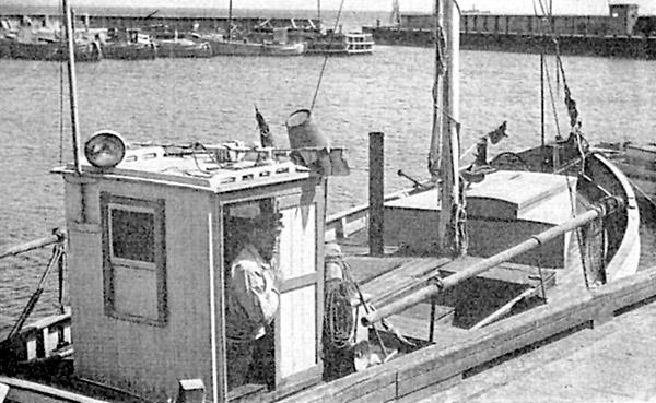 Thomsens båt med medhjälparen Børge Petersen