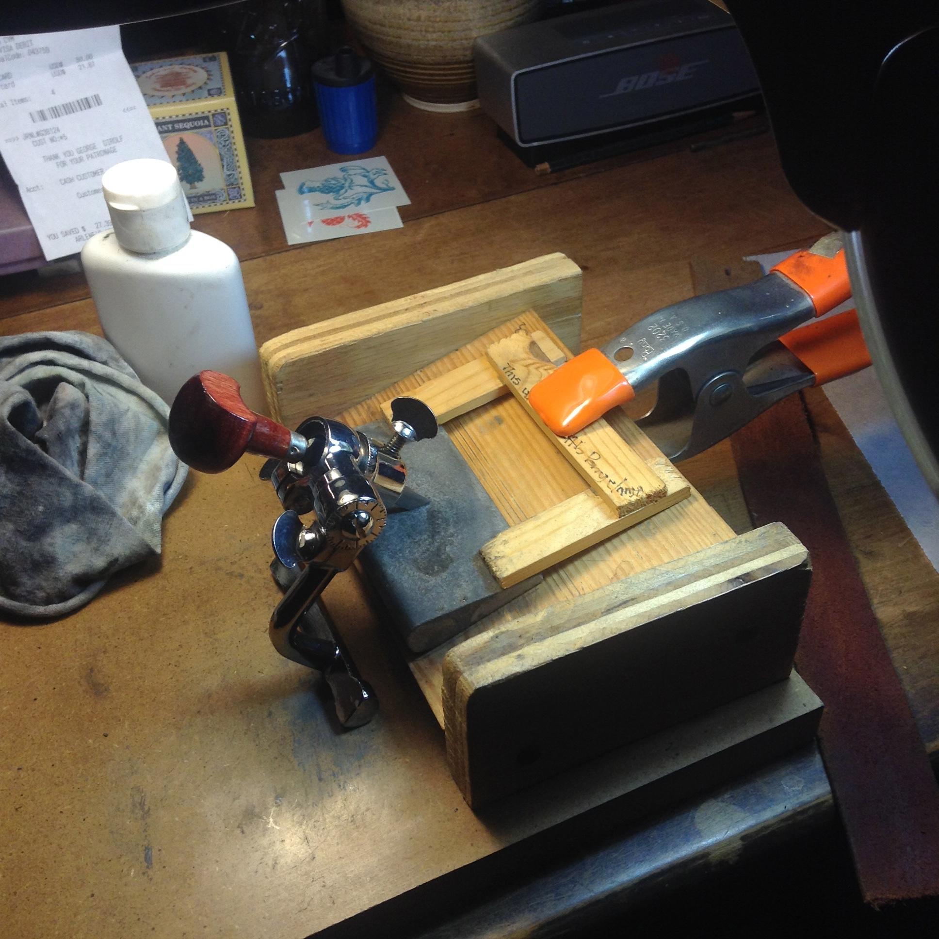 Sharpening engraving tools