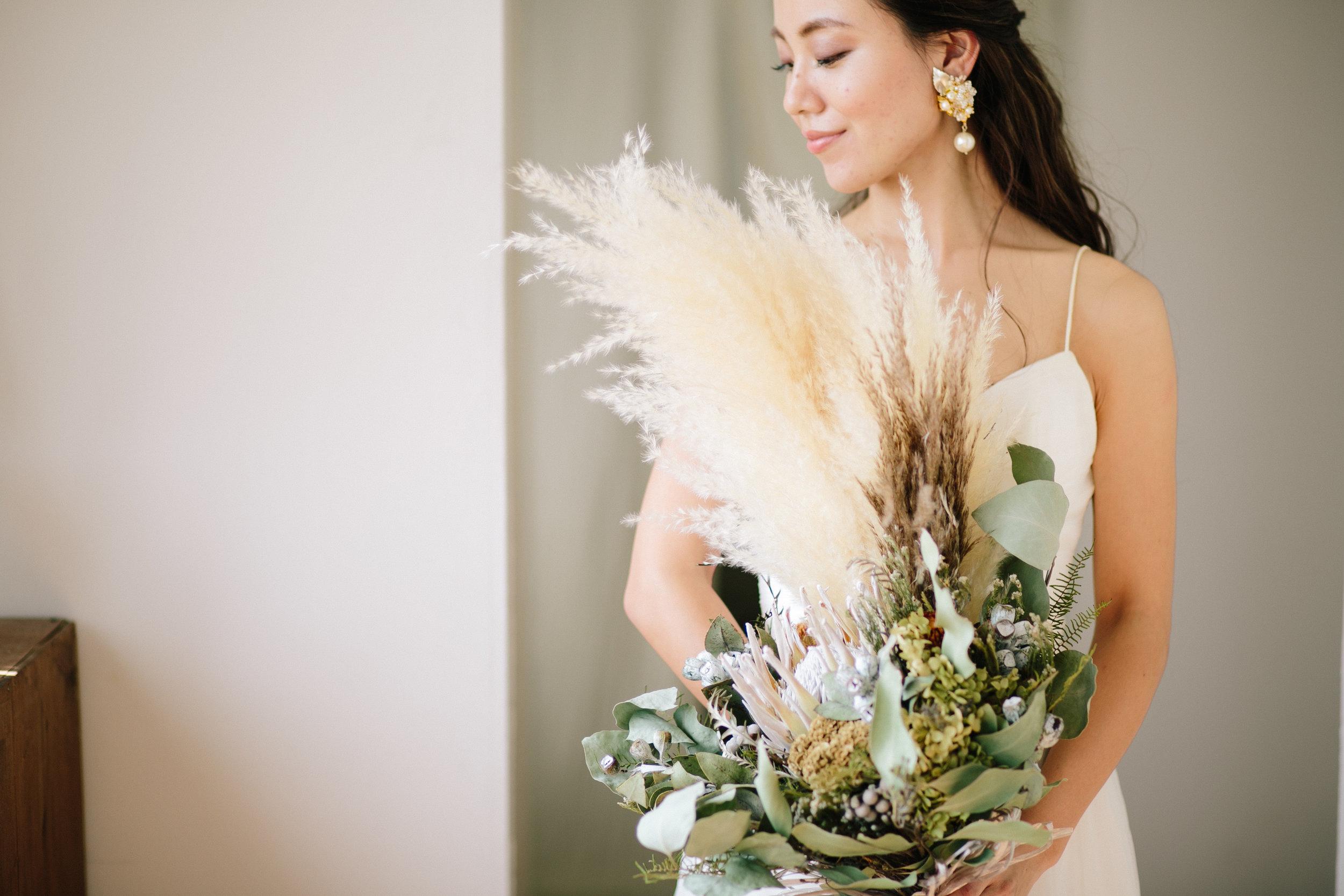 Photo Wedding - 好きな人と好きな場所で。前撮りやウェディングフォトに衣装を着用しての撮影です