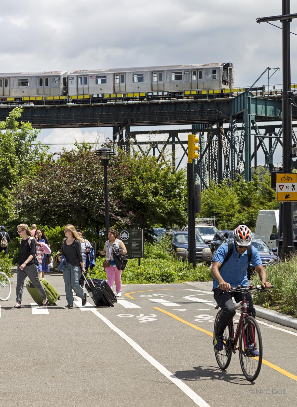 DOT+160705+Bicyclists+at+Queensboro+Bridge+Greenway+002.jpg