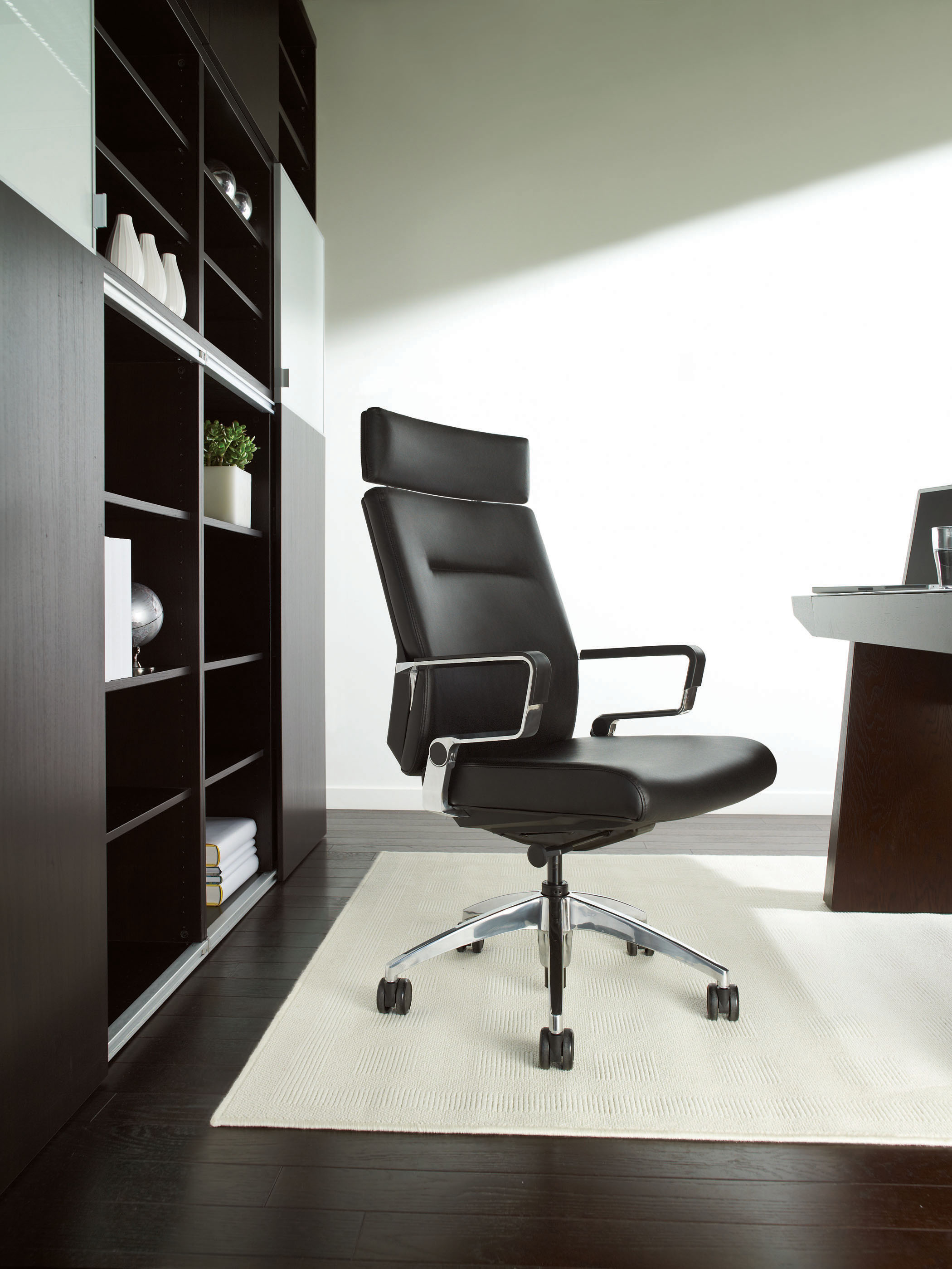 Ray was awarded a Silver at NeoCon 2009, and a GOOD DESIGN award (2009).