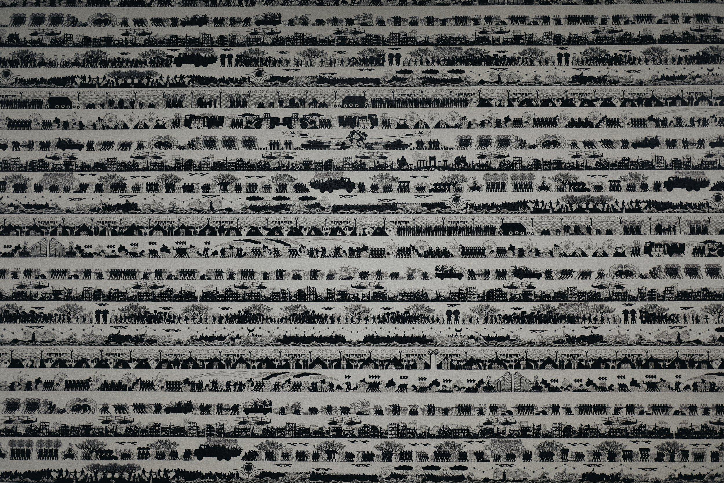 Ai Weiwei - Odyssey 2016. A wallpaper that represents conflict in several eras./Ai Weiwei - Odyssey 2016. Um papel de parede que representa o conflito em várias eras.