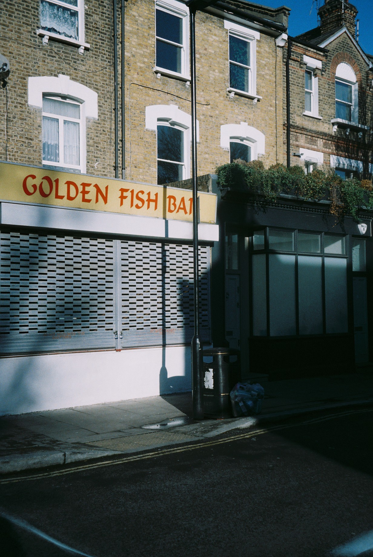 Our neighbourhood. Can you believe I have never eaten fish&chips?  / O nosso bairro. Acreditam que nunca provei fish&chips?