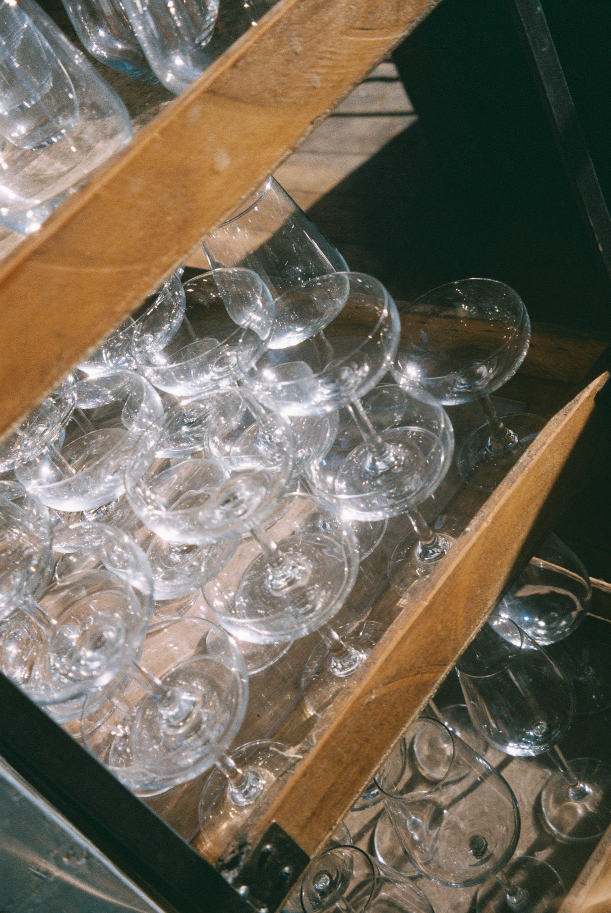 Glasses. Glasses. Glasses.  / Copos. Copos. Copos.