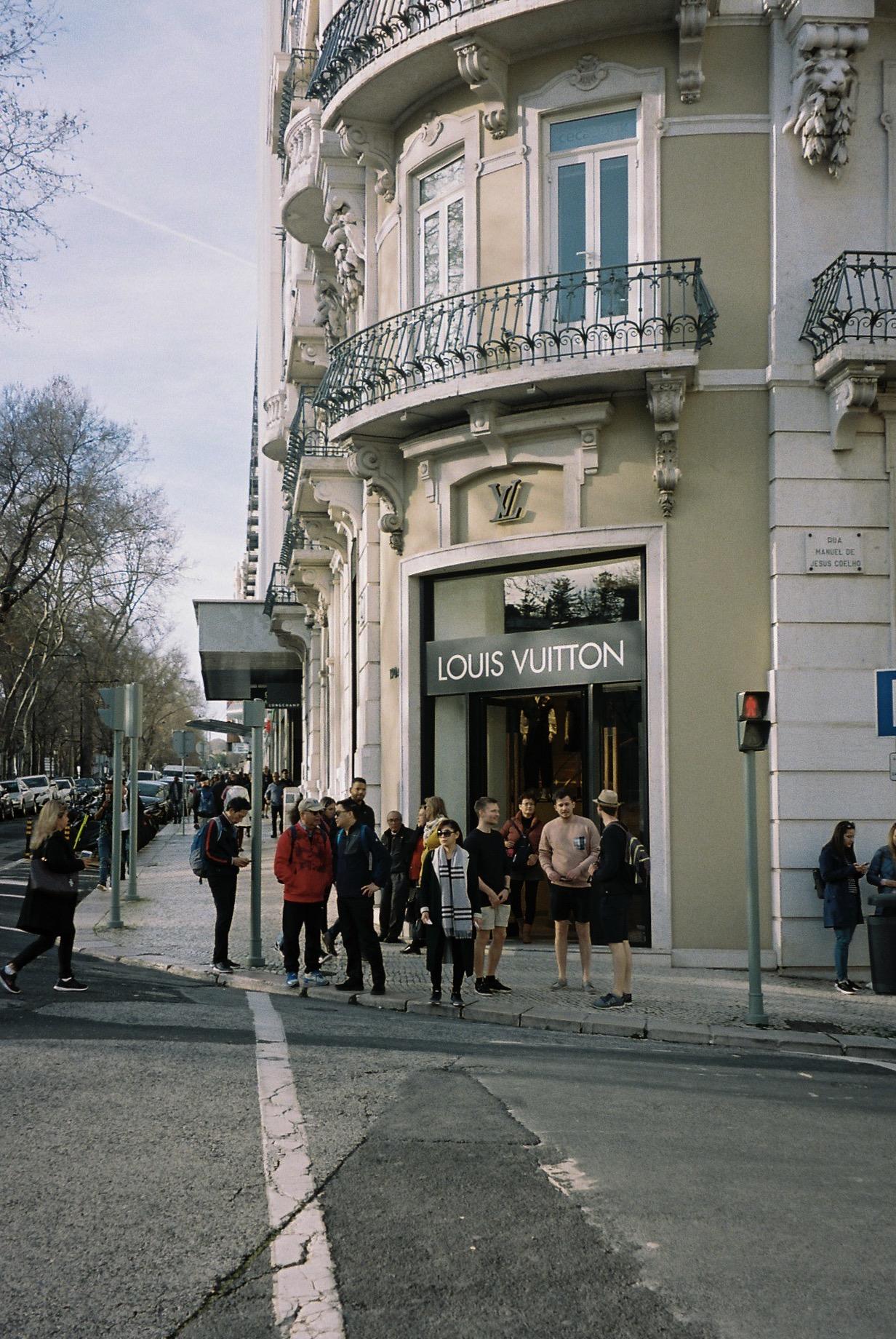 Lisbon, Liberdade Avenue.  / Lisboa, Avenida da Liberdade.