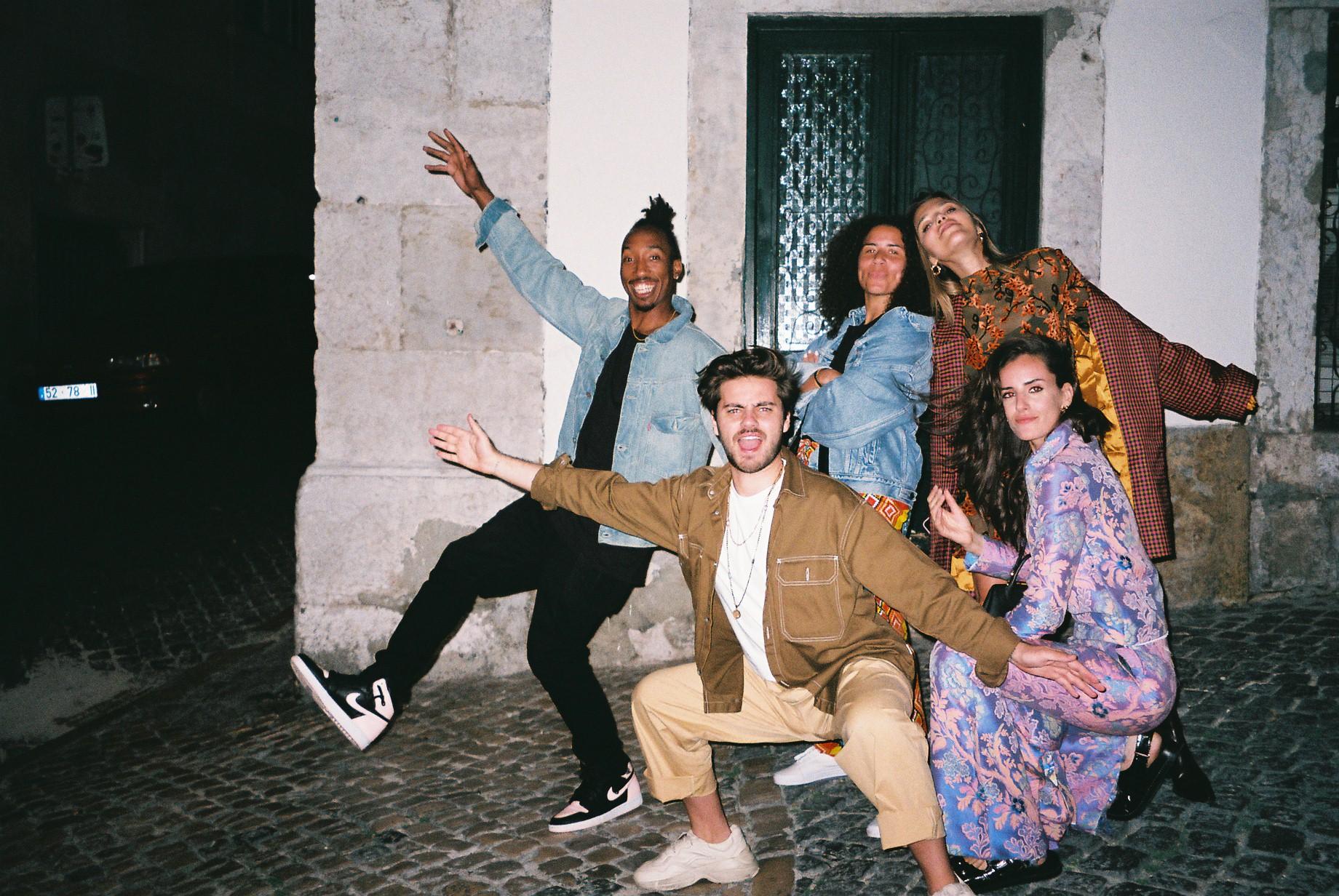 Friendship is so important to me, I'm so lucky to have these guys in my life. From left to right: Codie; Gonçalo; Chloe; Catarina and me.  / A amizade é tão importante para mim, eu sou tão sortuda por ter amigos como estes. Da esquerda para a direita: Codie, Gonçalo, Chloe, Catarina e eu.