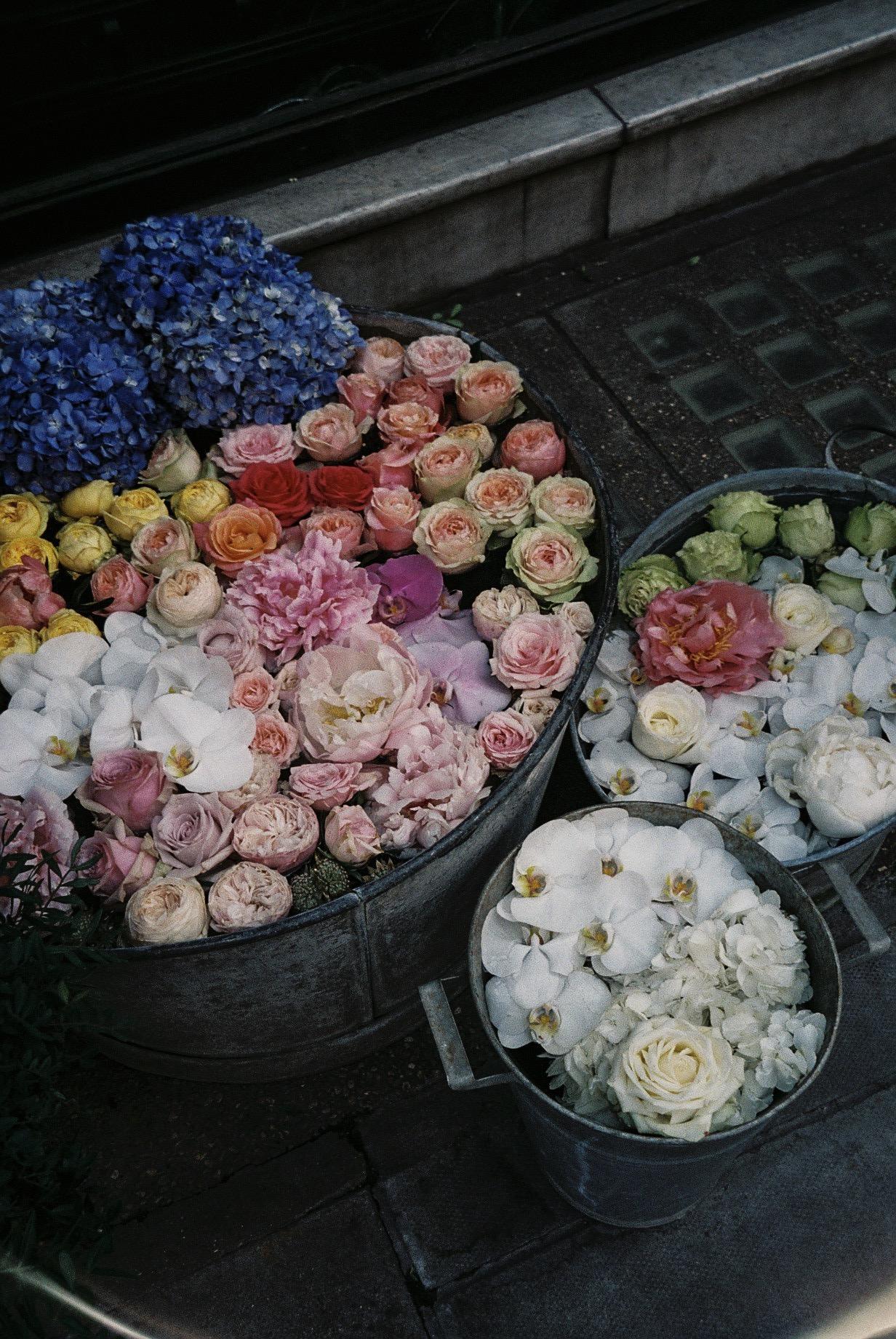 A flower shop near by Oxford Circus . / Uma florista no centro de Londres.