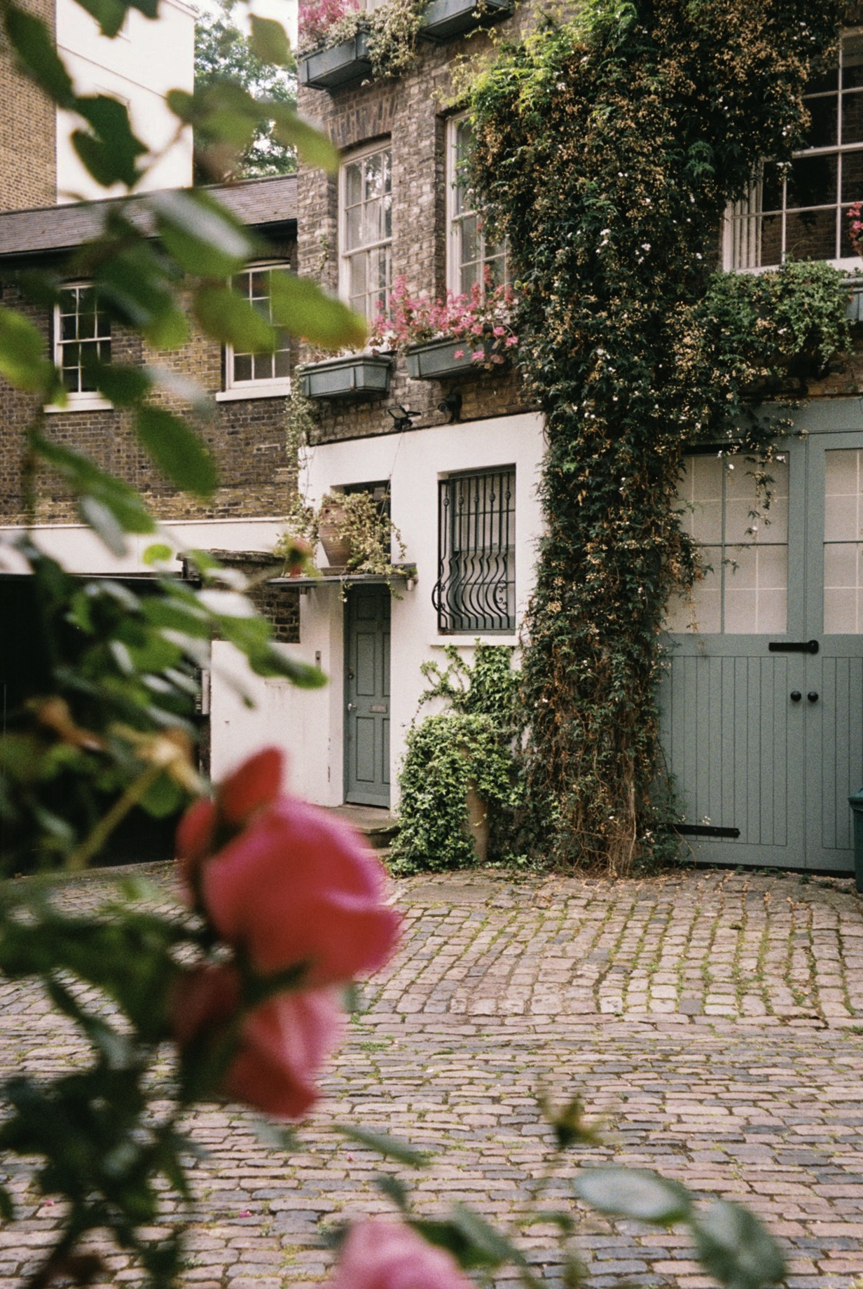Another mews near by Sloane Square.  / Um mews perto de Sloane Square.