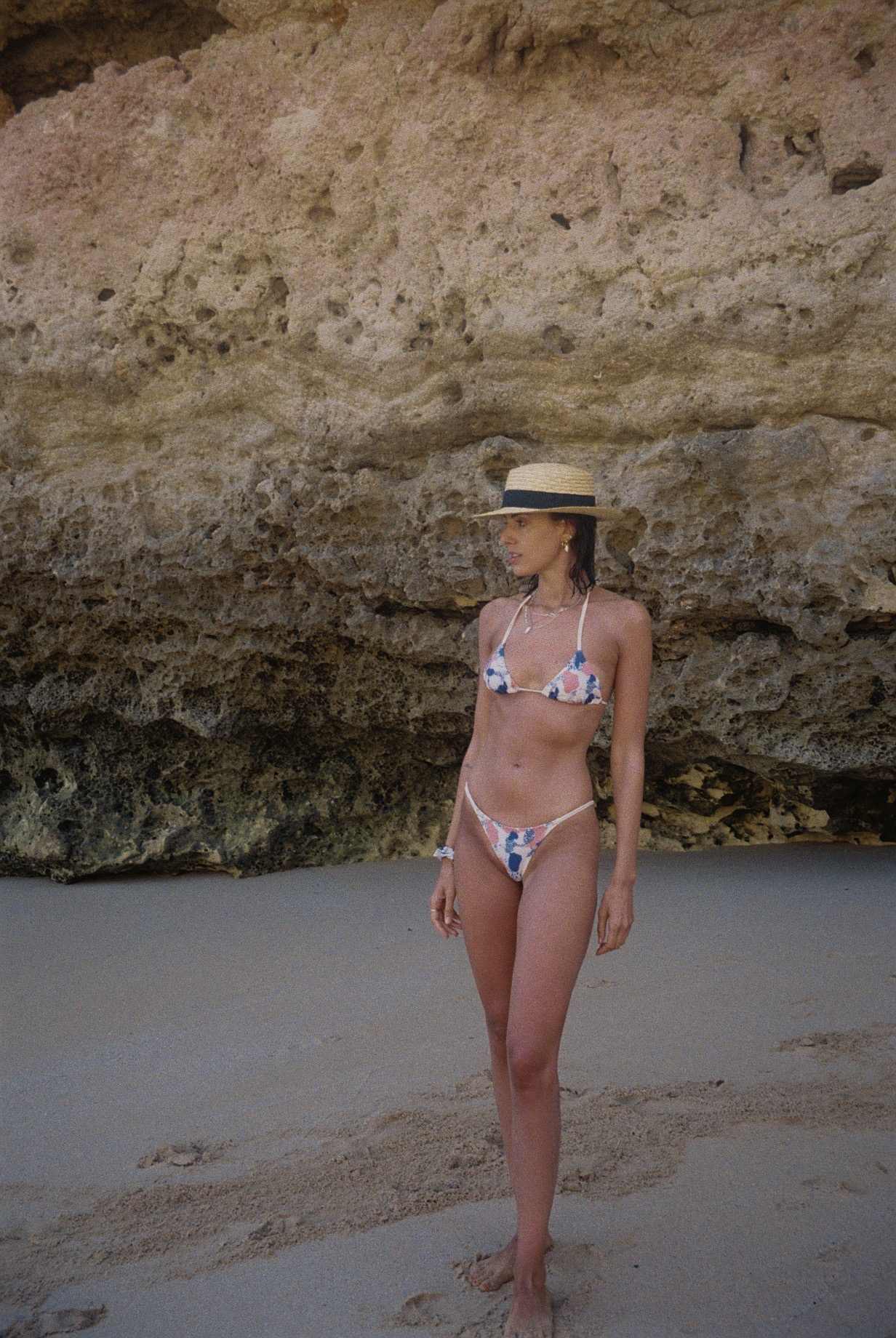 Wearing a bikini from a brand called    Oiôba   .  / A usar um biquini da marca  Oiôba.