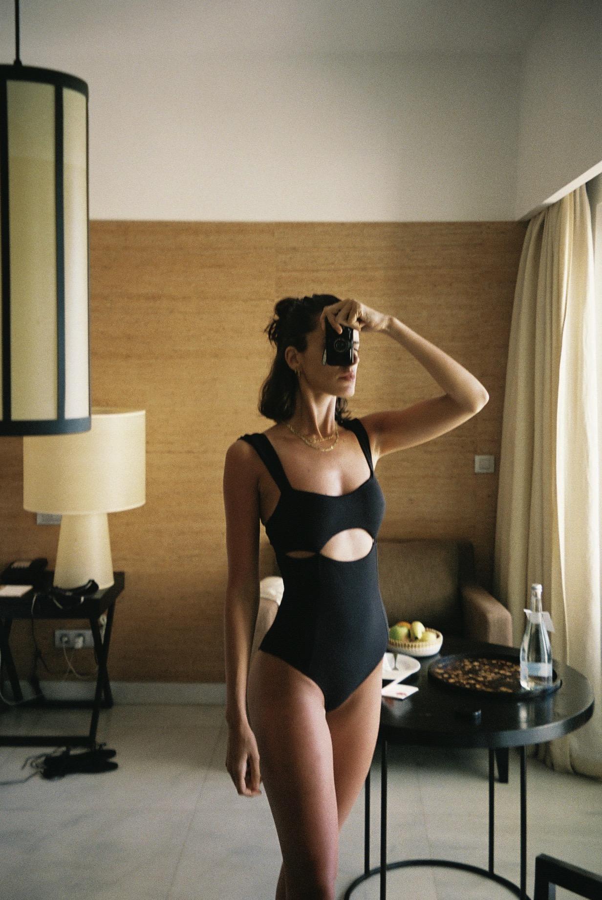 At Anantara Vilamoura where my mum took us all to spend her birthday. Wearing a swimsuit from    Papua Beachwear.   / No Anantara Vilamoura onde passámos o aniversário da minha mãe. A usar um  fato de banho da Papua Beachwear.