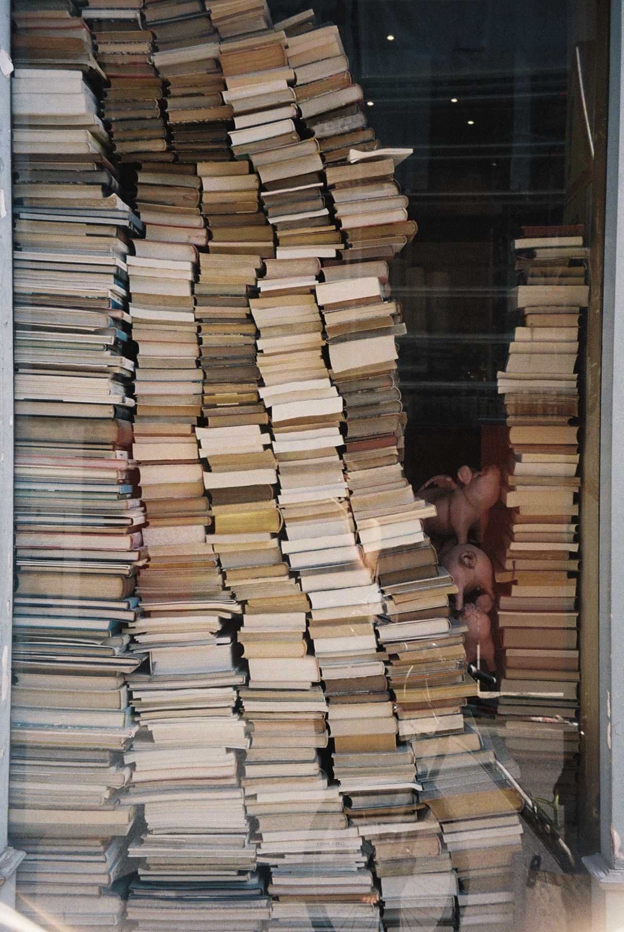 Uma livraria em Paris.  / A bookshop in Paris.