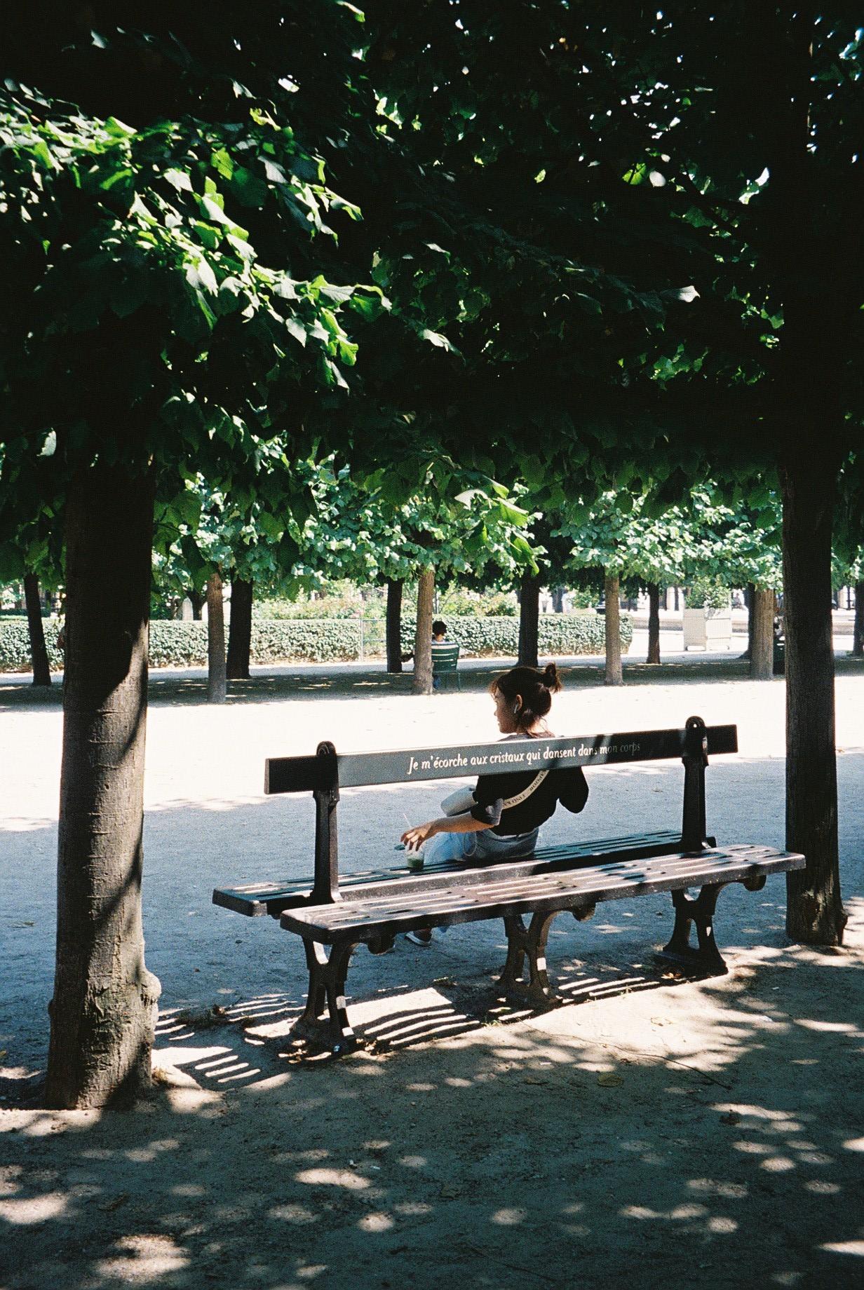 A very hot day in Paris, 40 degrees.  / Um dia muito quente em Paris, 40 graus.