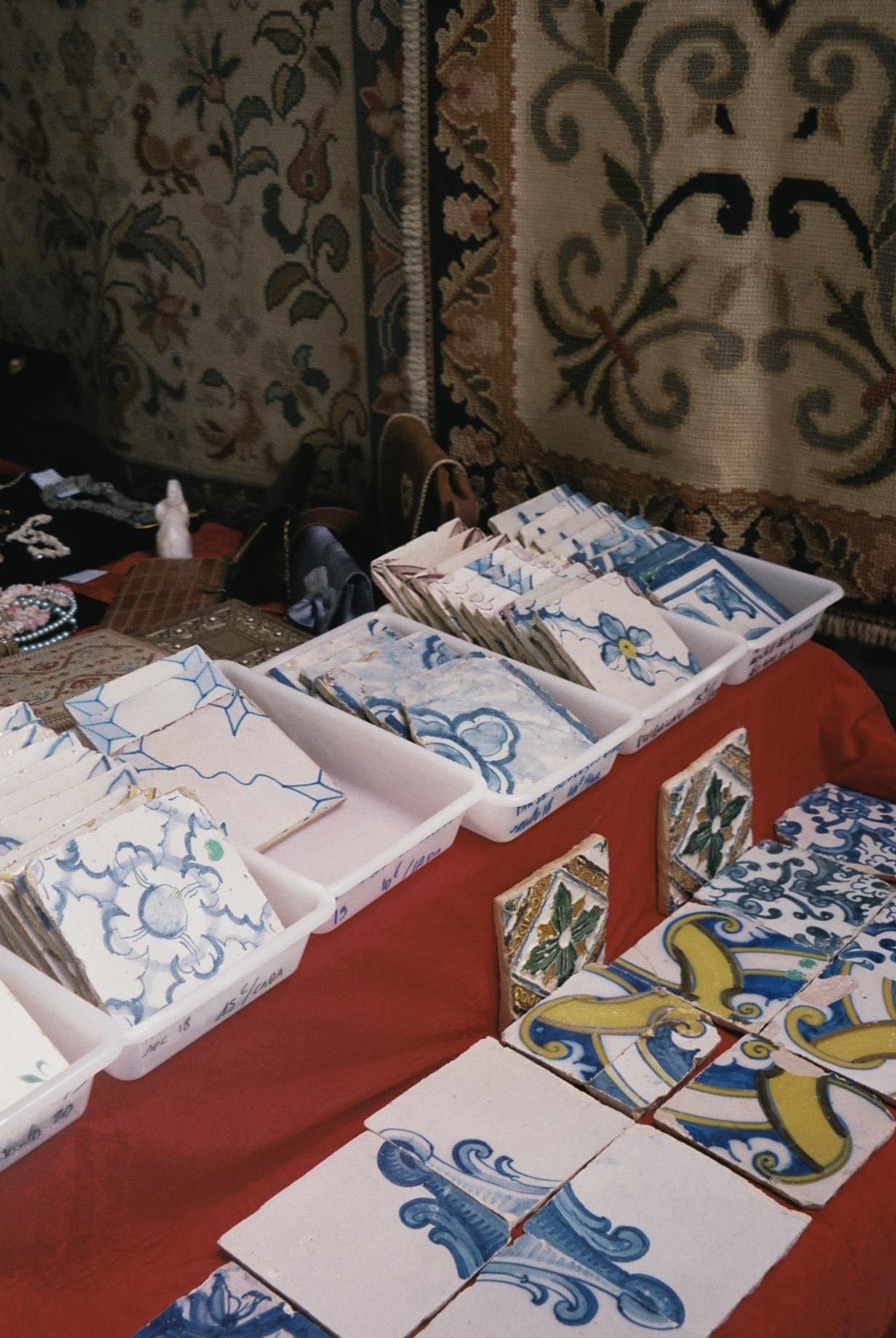 Old Portuguese tiles for sale at feira da ladra.  / Azulejos antigos portugueses para venda na feira da ladra.