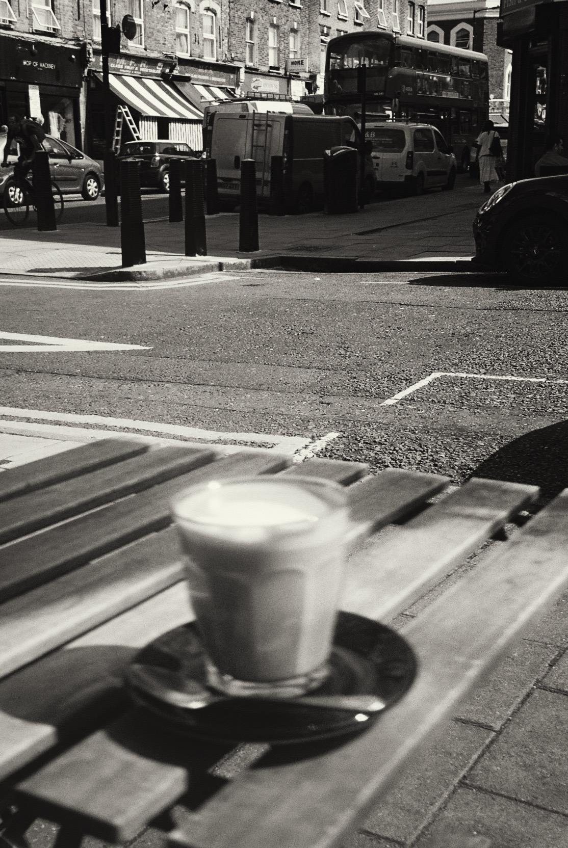 Oat latte, my usual order.  / Oat latte, o meu pedido do costume.