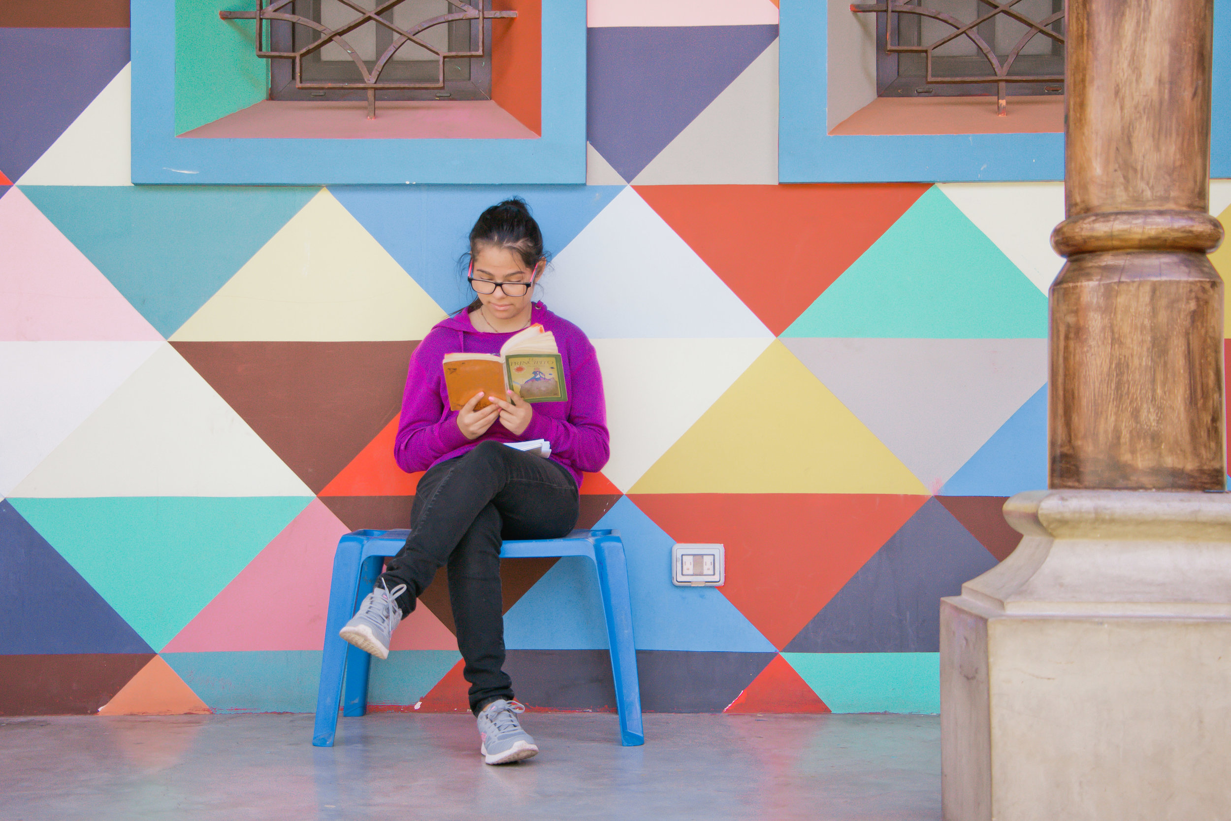 SOFÍA SITS AND READS WHILE SHE WAITS FOR HER SISTER TO ENROLL HER IN CLASSES FOR THE UPCOMING YEAR IN JOCOTENANGO, GUATEMALA ON JAN. 12. SOFÍA'S SISTER CURRENTLY WORKS AT LOS PATOJOS AS A TEACHER.