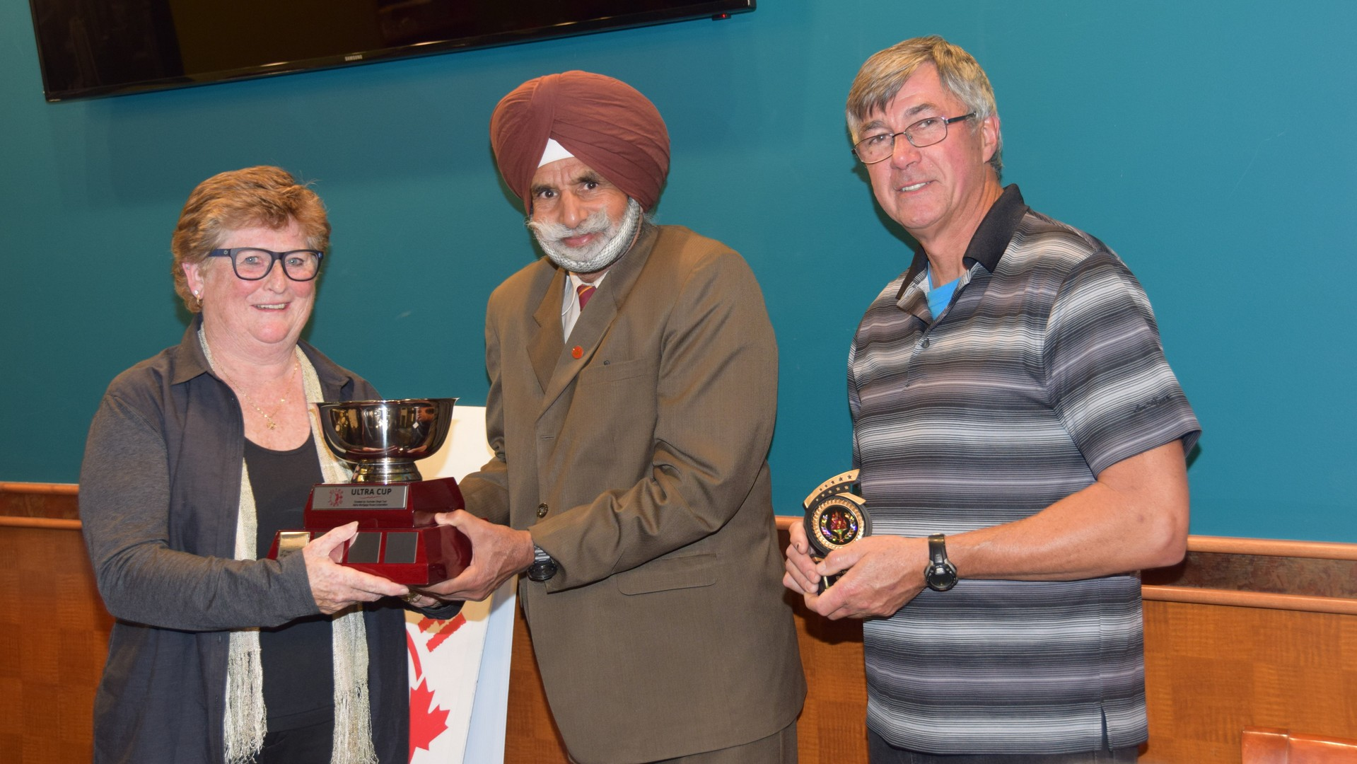 Rose Hare (left) receives the Ultra Cup presented by Harnek Toor and club president Dave McDonald. (Photo: Owen Wong)