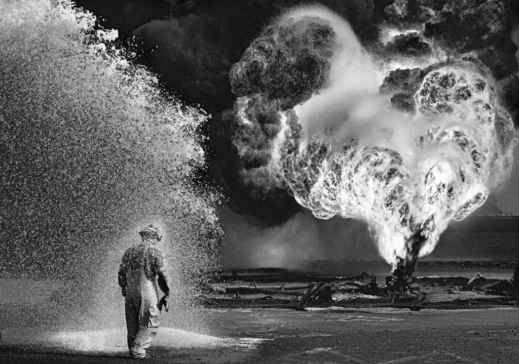 SEBASTIÃO SALGADO,  Oil Field,   Kuwait , 1995