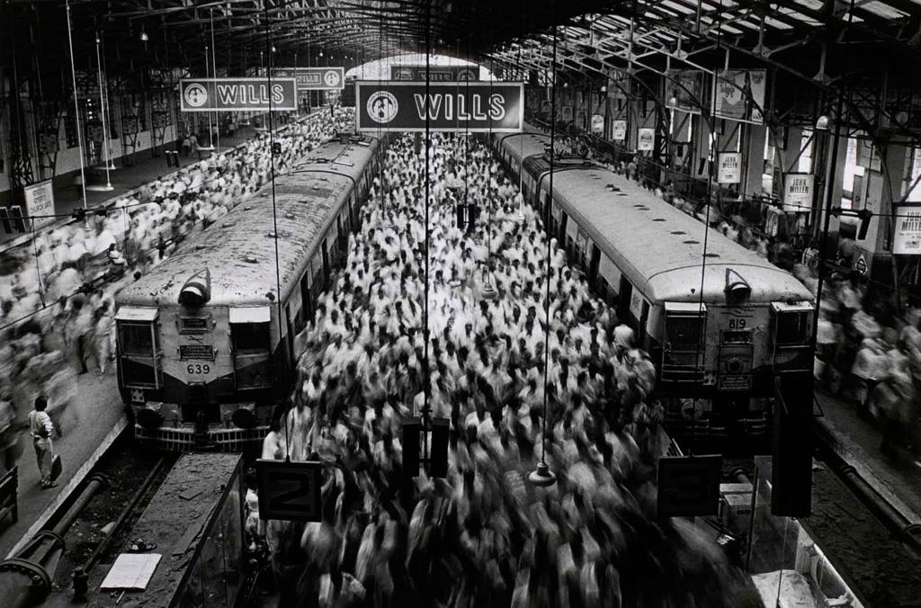 SEBASTIÃO SALGADO Church Gate Station, India, 1995