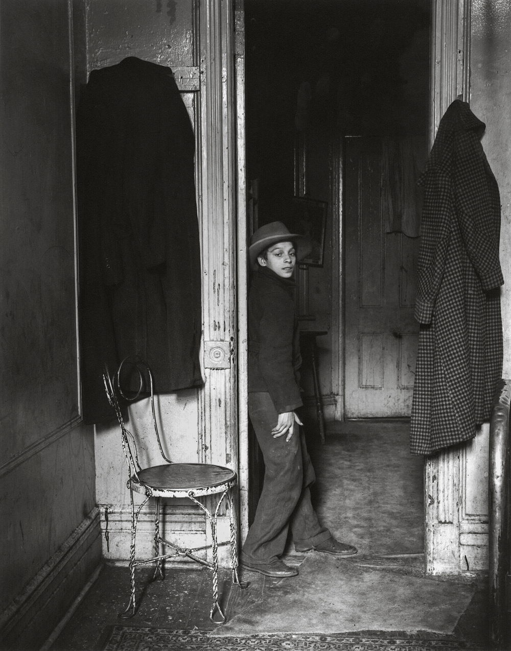 HELEN LEVITT,  Gypsy, E. Harlem ,  New York,  c. 1939