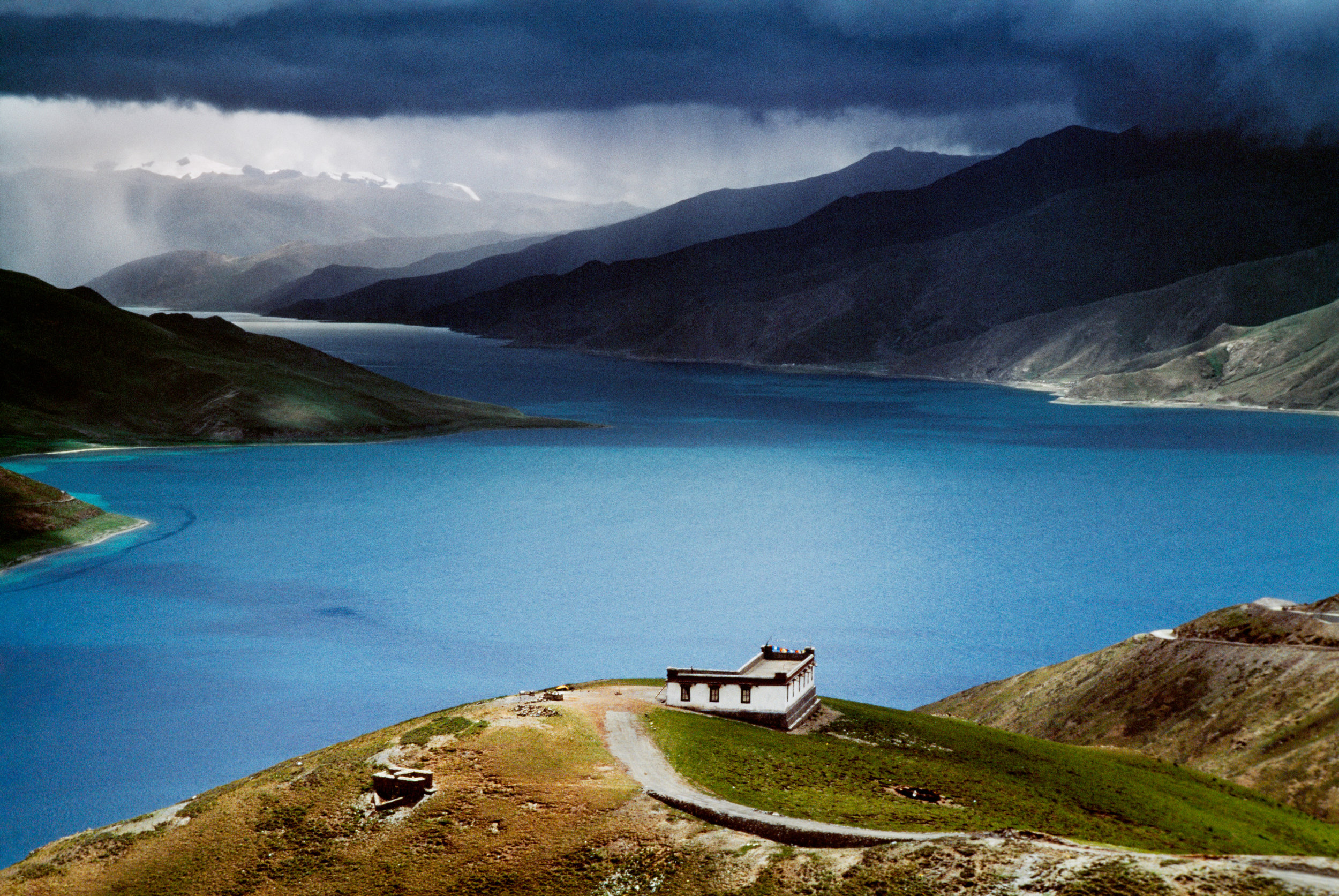 STEVE MCCURRY,  Yamdrok Tso Lake, Lhasa, Tibet
