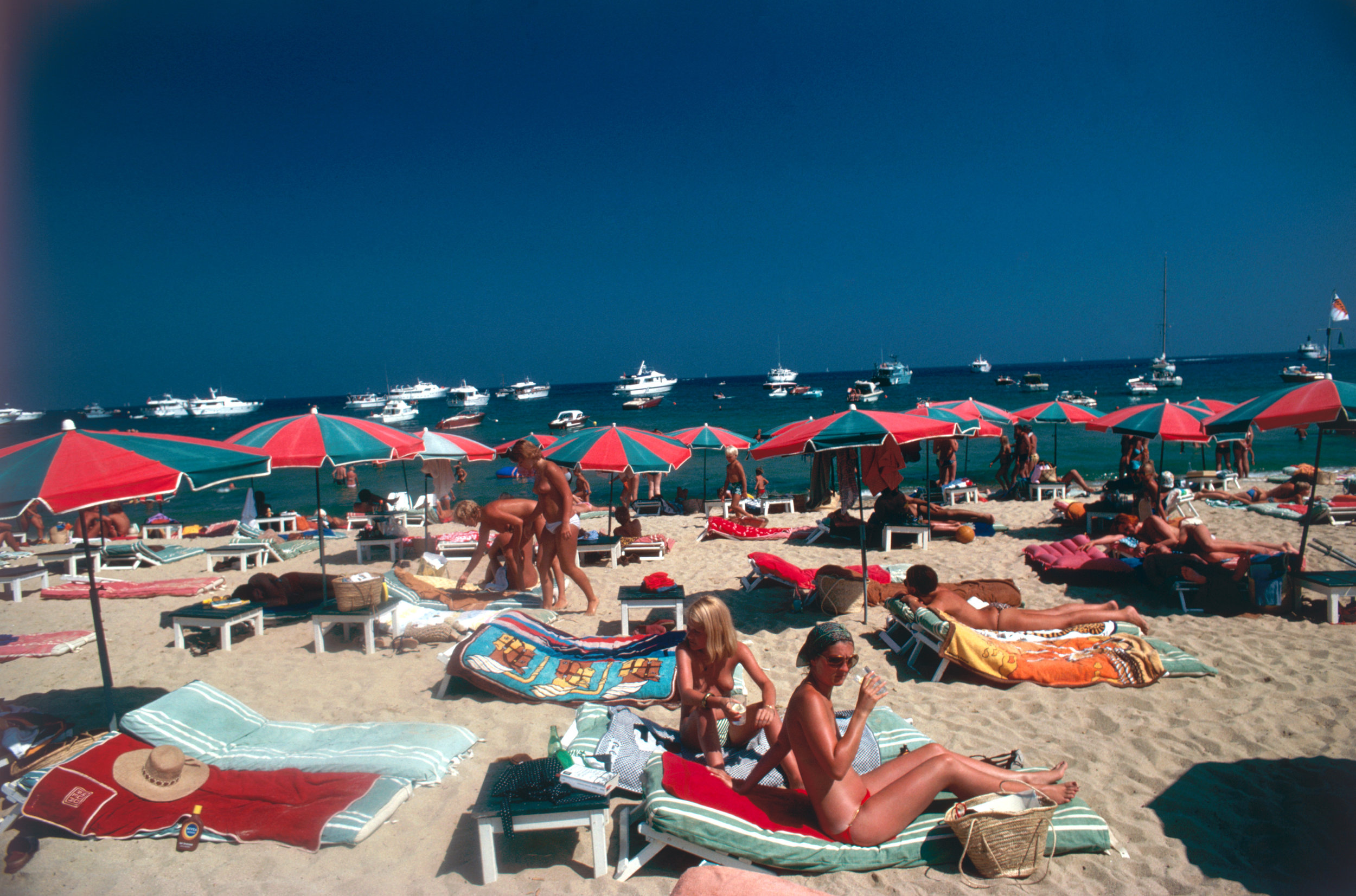 SLIM AARONS,  Beach at St. Tropez,  1977,courtesy Getty Image Archive