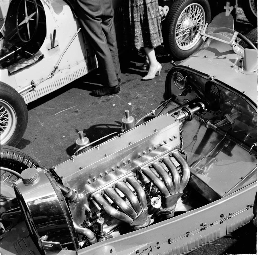 Bugatti_silvertone_1960_3.jpeg