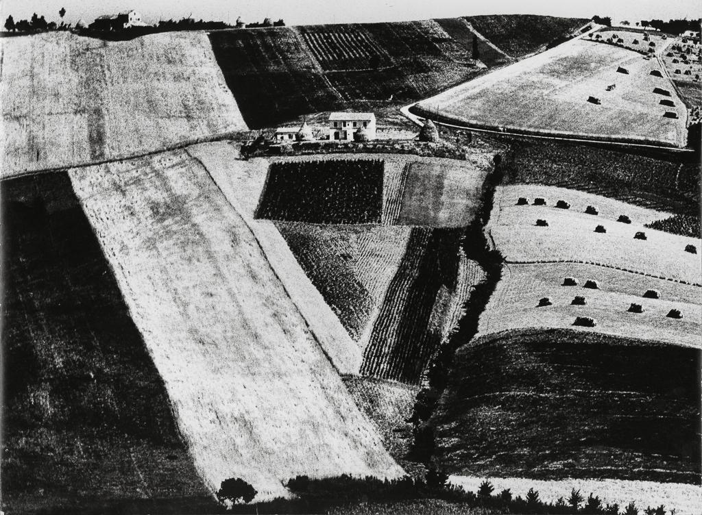 Giacomelli_Paesaggio1_1956.jpg