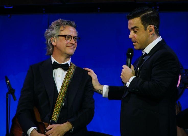 Guy Chambers & Robbie Williams (Swings Both Ways International Tour 2014) - Photo by Sarah Junker