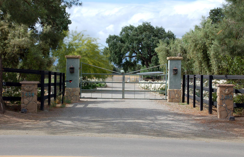 2008-Farm-gate.jpg