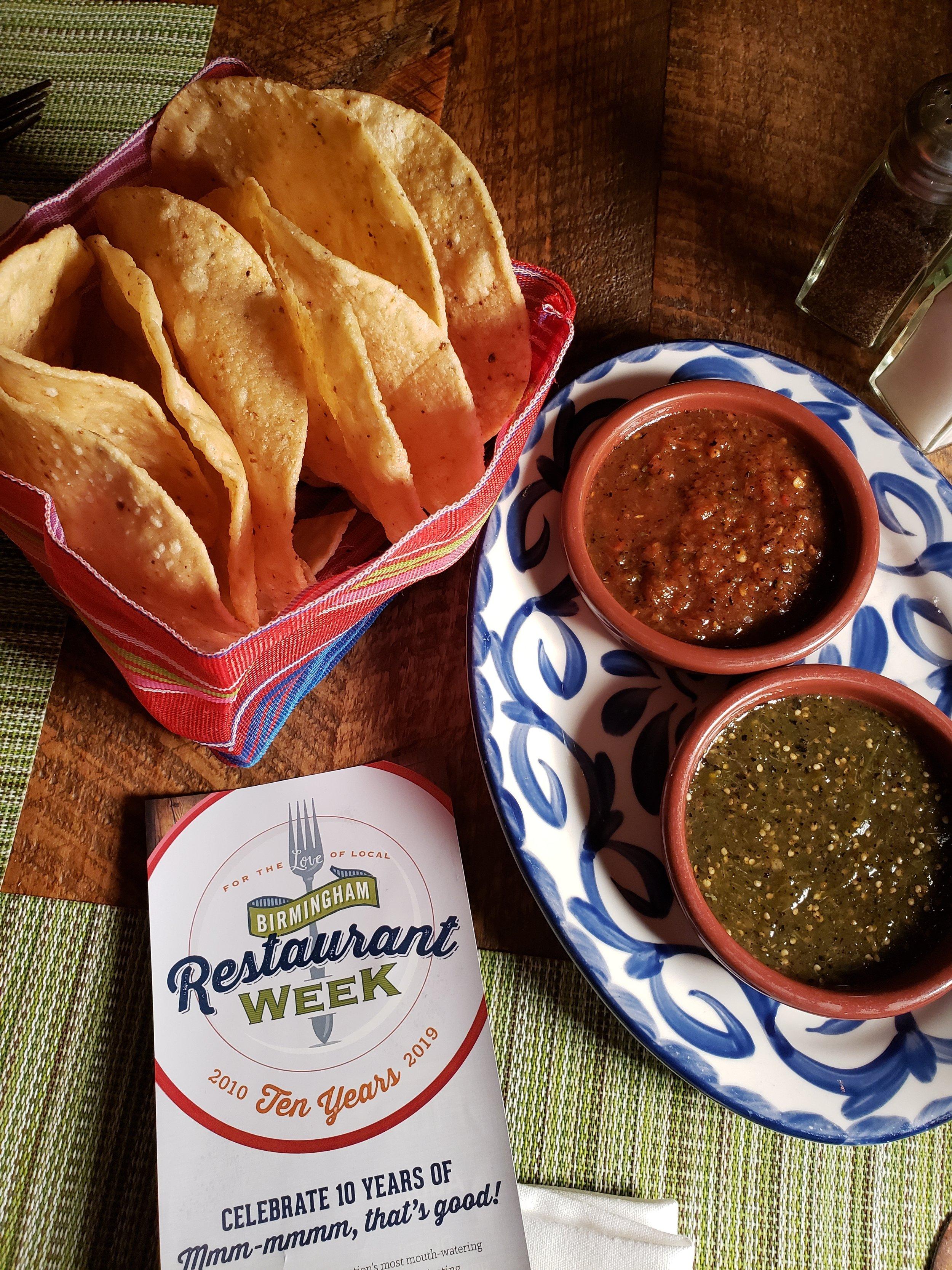 El ZunZún's chips and duo of salsa
