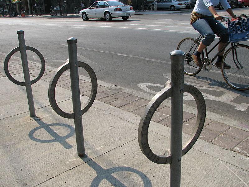 800px-Bike_path_on_College_in_Toronto.jpeg