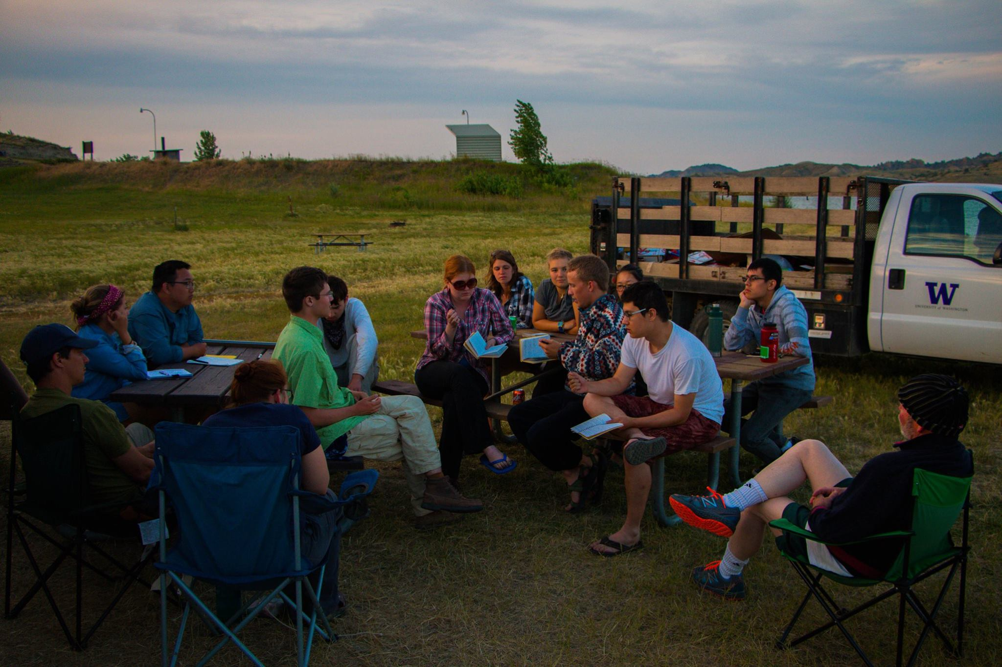 An evening discussion of the study of taphonomy in the Hell Creek area