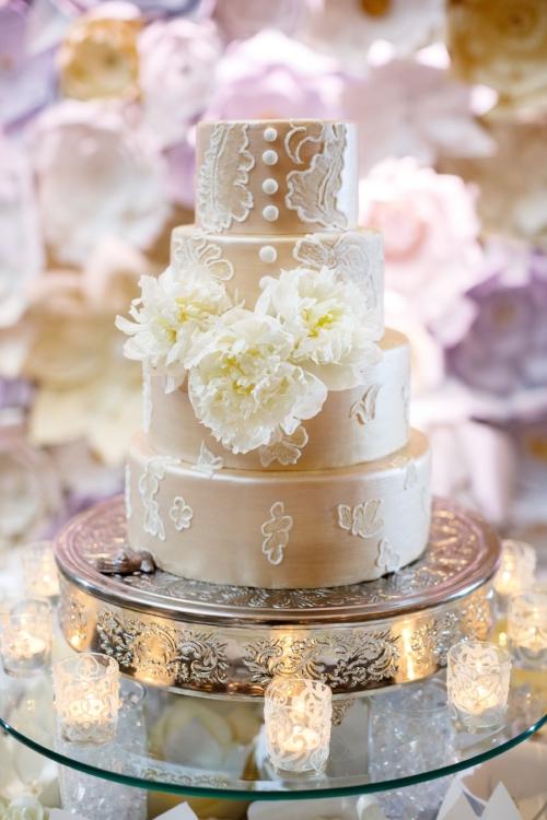 lisa stoner events- luxury wedding planner- off white wedding cake- lace wedding cake-.jpg