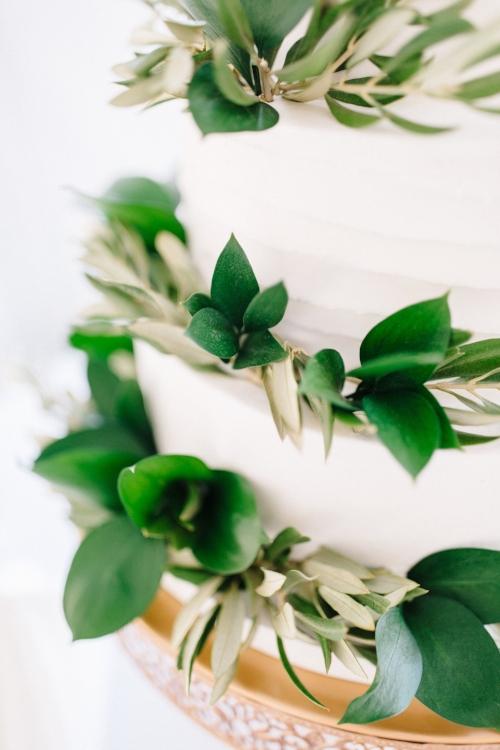 lisa stoner event planning- luxury central florida wedding planner- florida wedding planner for a tented wedding- white wedding cake with leaves- white weding cake.jpg
