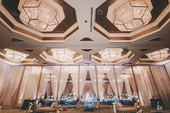 lisa stoner events- four seasons orlando - luxurious draping - wedding lunge furniture.jpg