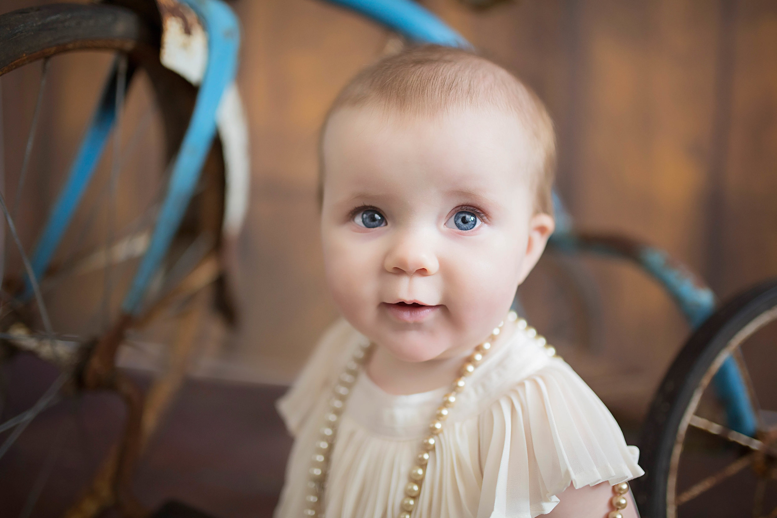Little Miss Oak is just 7 months old and she should already be modelling in some baby magazine. She is just so darn cute. Those big eyes and that precious smile just pull at my heart strings.