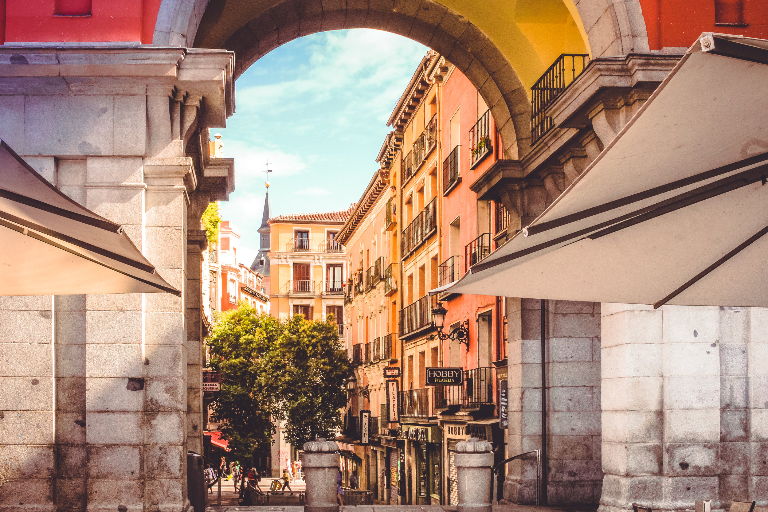 Discover the beautiful places of the old town in Madrid.
