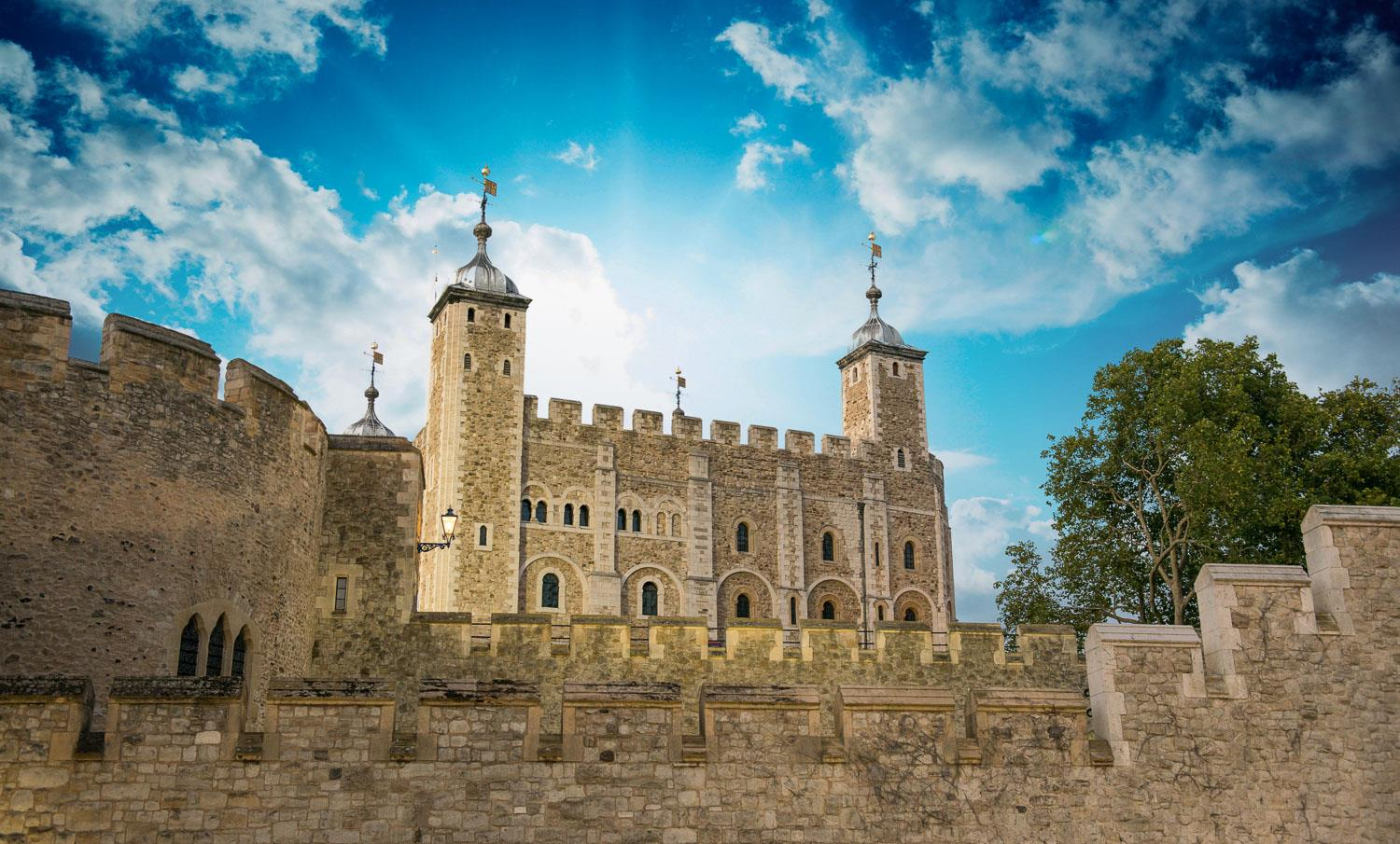 The Tower of London actually has 22 towers. There are two curtain walls, an outer and an inner bailey. You will hear spine-chilling ghost stories, about daring escapes and the day to day life of the famous Beefeaters.