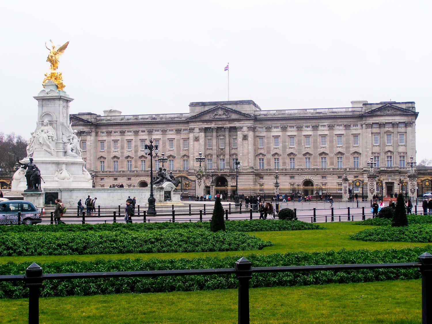 ba9d9241-8166-4060-b115-f158916c9af6-129052d7-872f-41c4-b25a-ff62bcbd647f-tour_photos-Buckingham-Palace-copy.jpg
