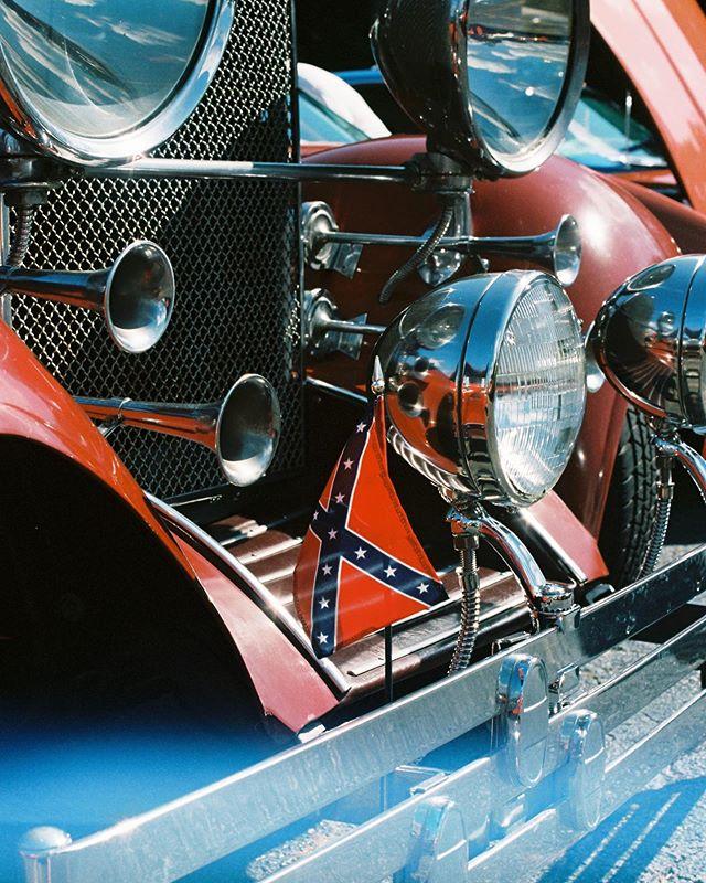 #cassidychreenephoto #followtheflag #followtheflagphotostory #confederateflag #vintagecar #carphotography #carshow #filmphotography #filmphotographyproject #olympusomg #ektar100 #filmisnotdead