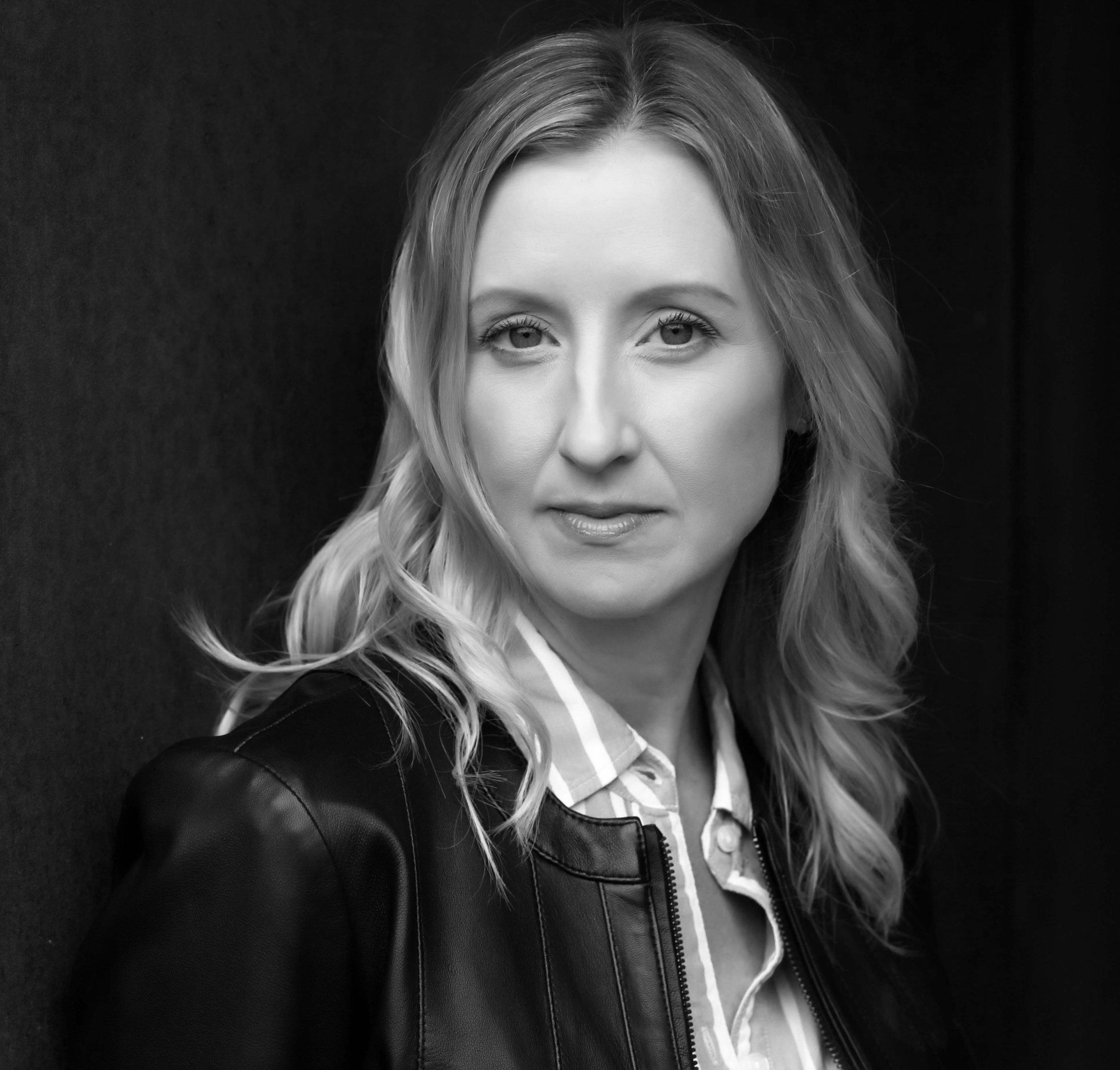 Krista Rowe (Raquel)